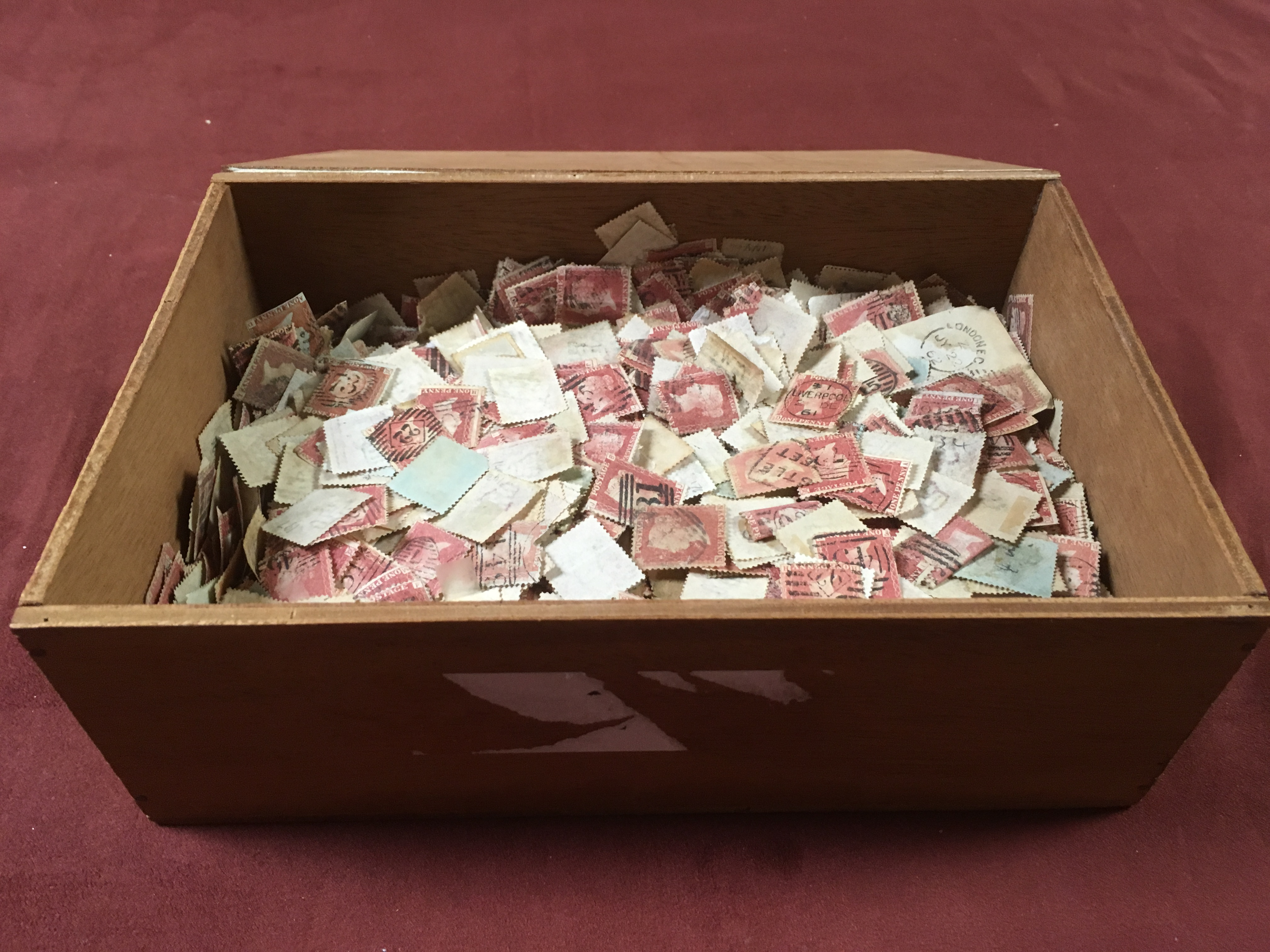 GB: SMALL BOX WITH MANY HUNDREDS OF PENN