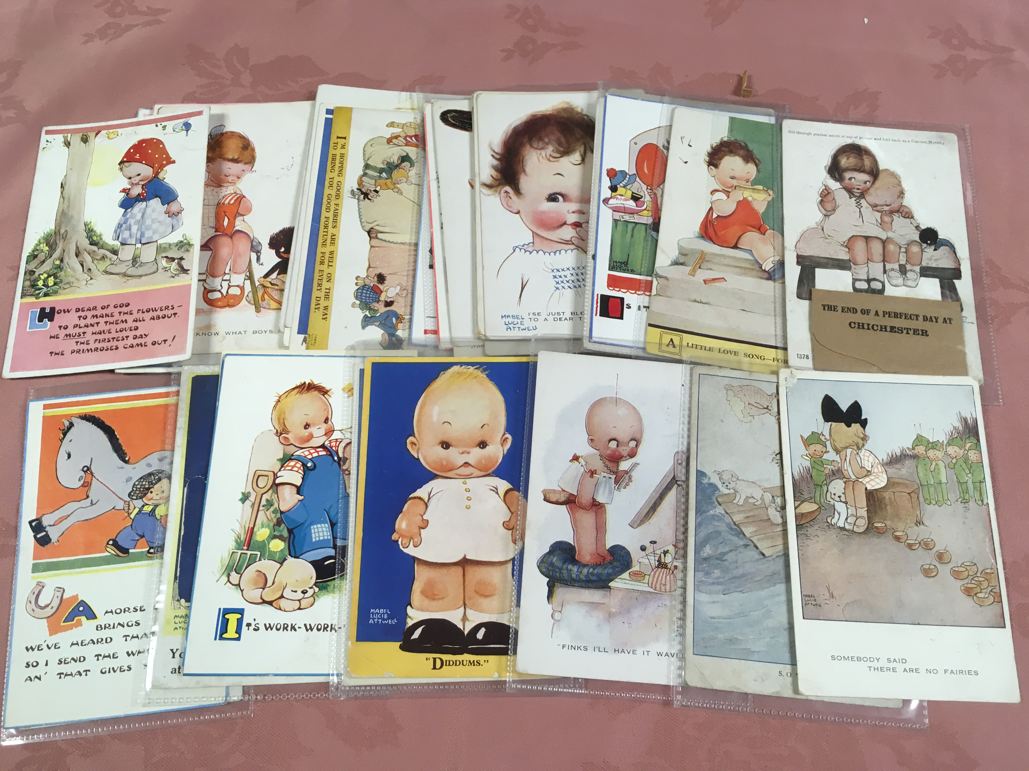 BOX WITH CHILDREN POSTCARDS, ART TYPES W - Image 2 of 3