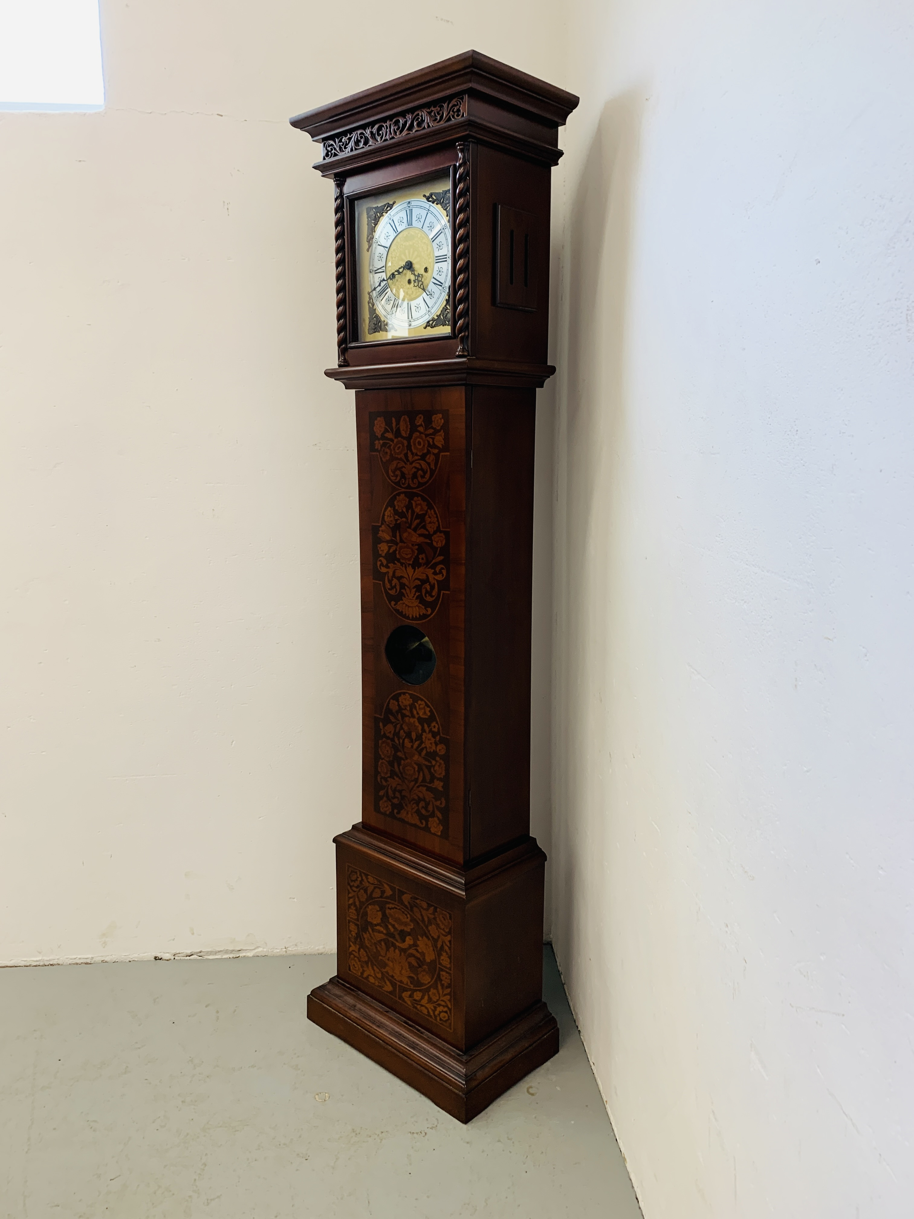 A GOOD QUALITY REPRODUCTION LONG CASE CLOCK - WESTMINSTER CHIME - SOLD AS SEEN - Image 3 of 19