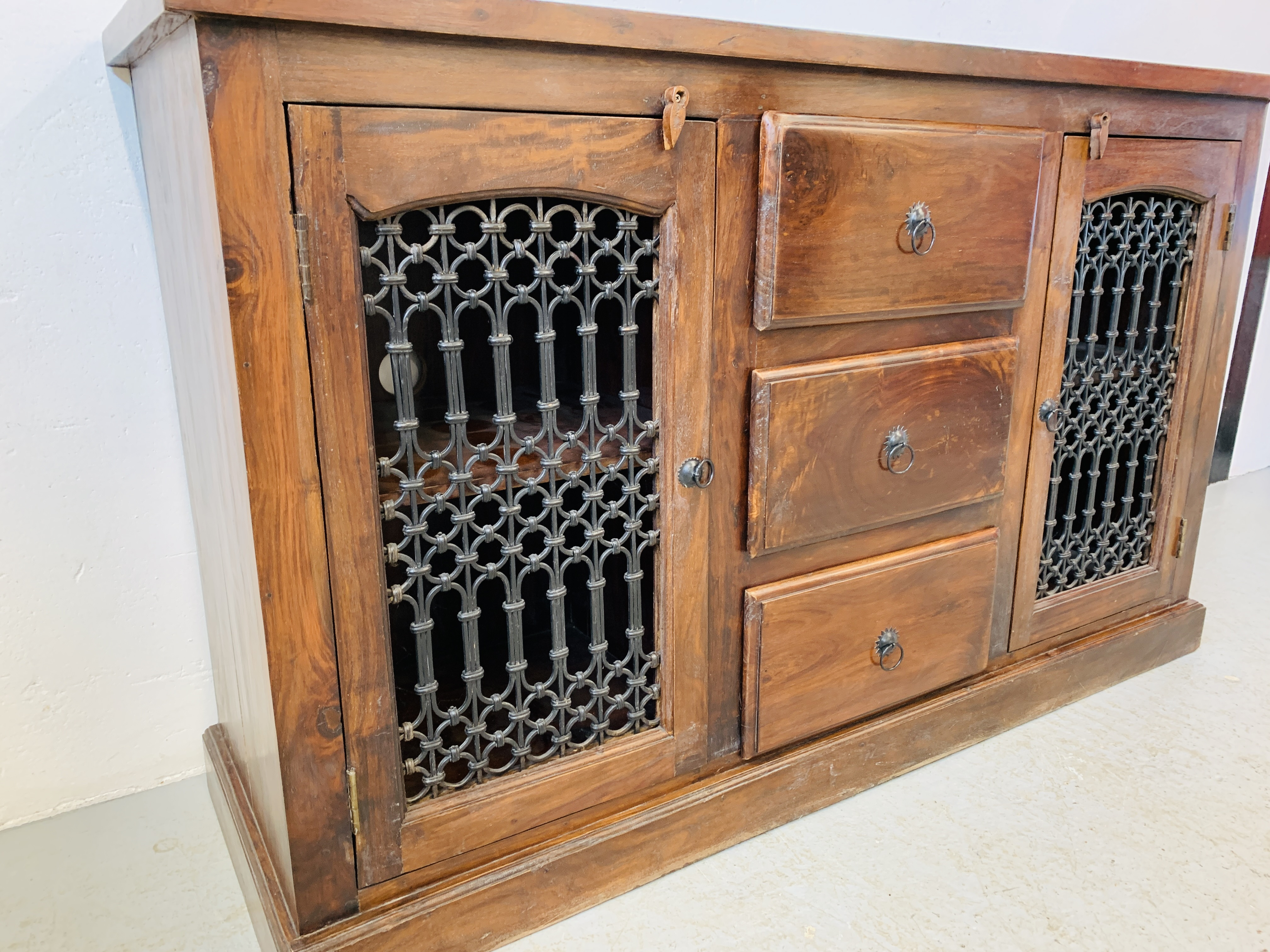A RUSTIC HARDWOOD COUNTRY & EASTERN STYLE DRESSER BASE, - Image 6 of 9