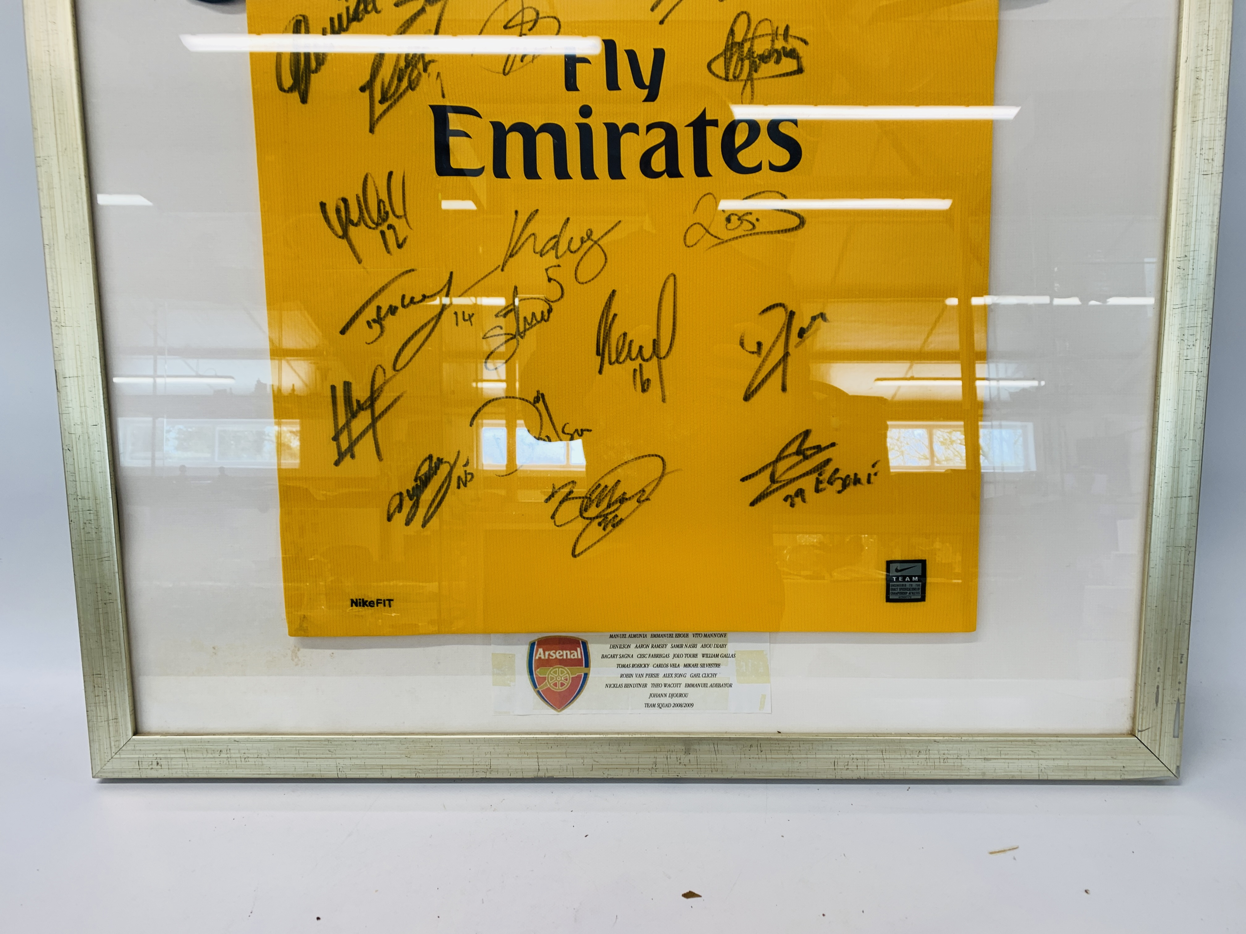A MULTI SIGNED ARSENAL FOOTBALL SHIRT TEAM SQUAD 2007 / 2008 WITH CERTIFICATE AND FRAMED SIGNED - Image 3 of 13