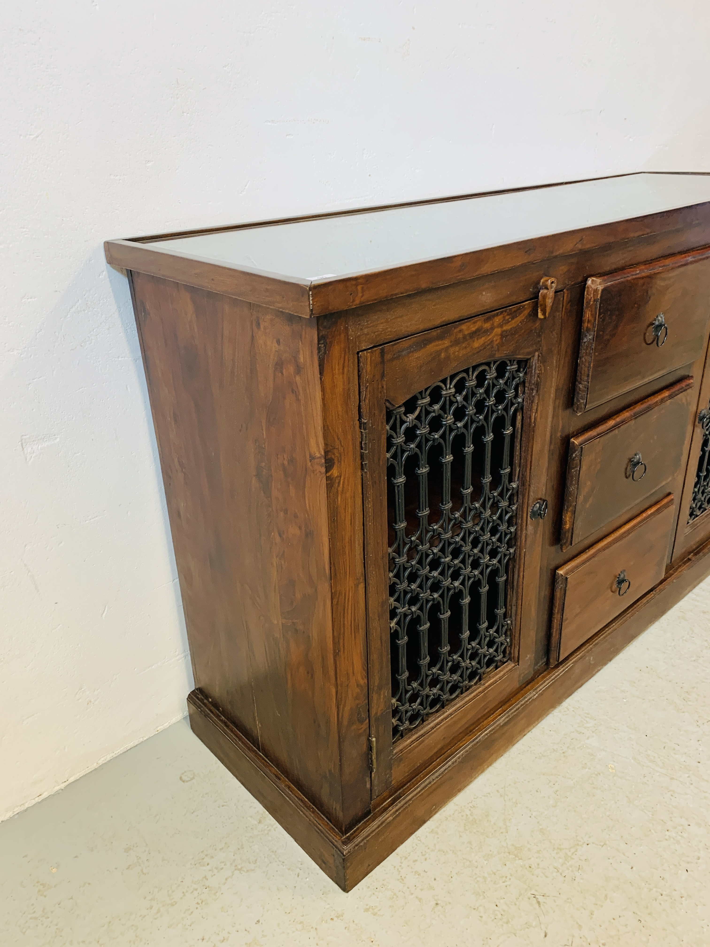 A RUSTIC HARDWOOD COUNTRY & EASTERN STYLE DRESSER BASE, - Image 5 of 9