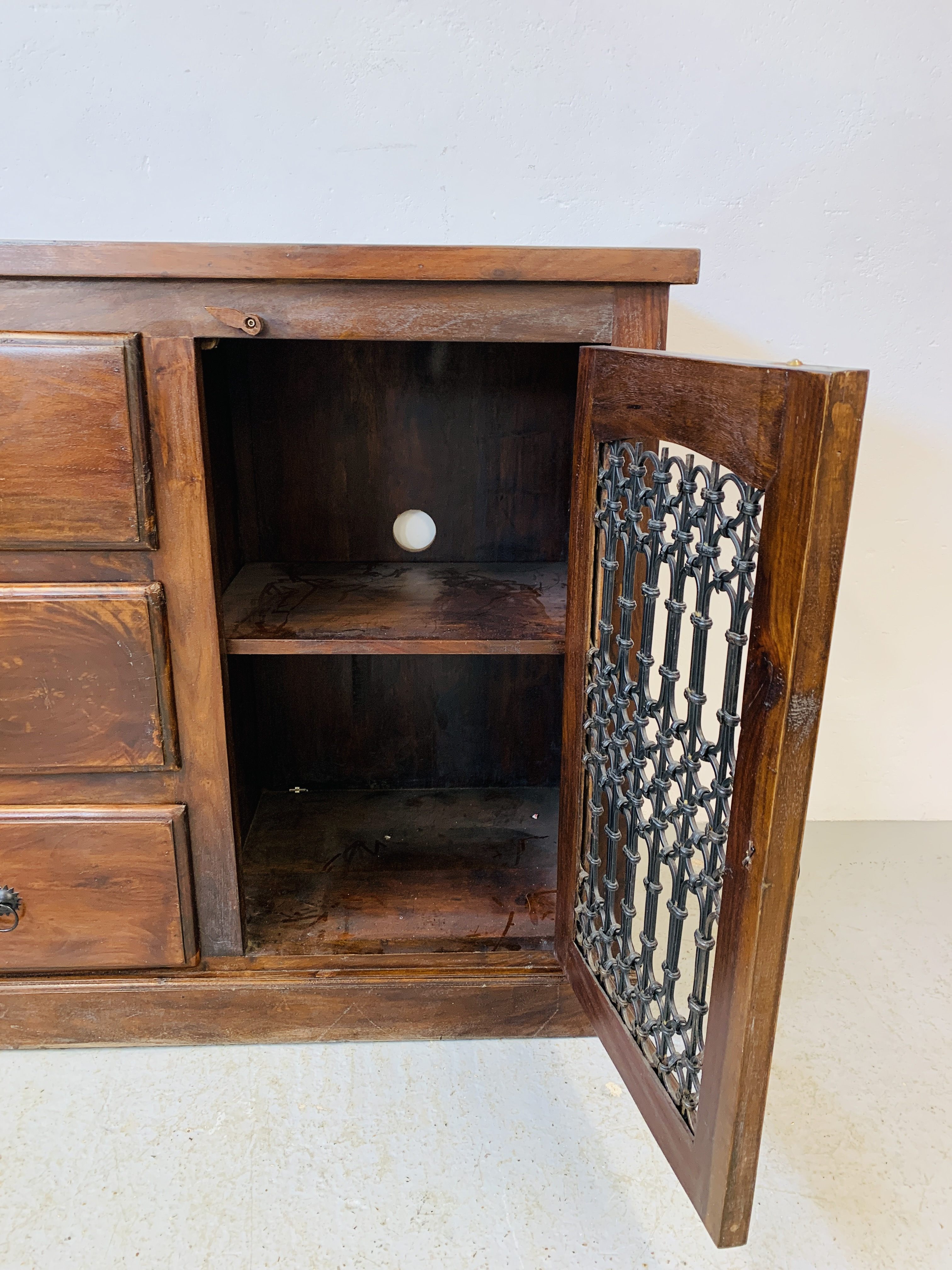 A RUSTIC HARDWOOD COUNTRY & EASTERN STYLE DRESSER BASE, - Image 9 of 9