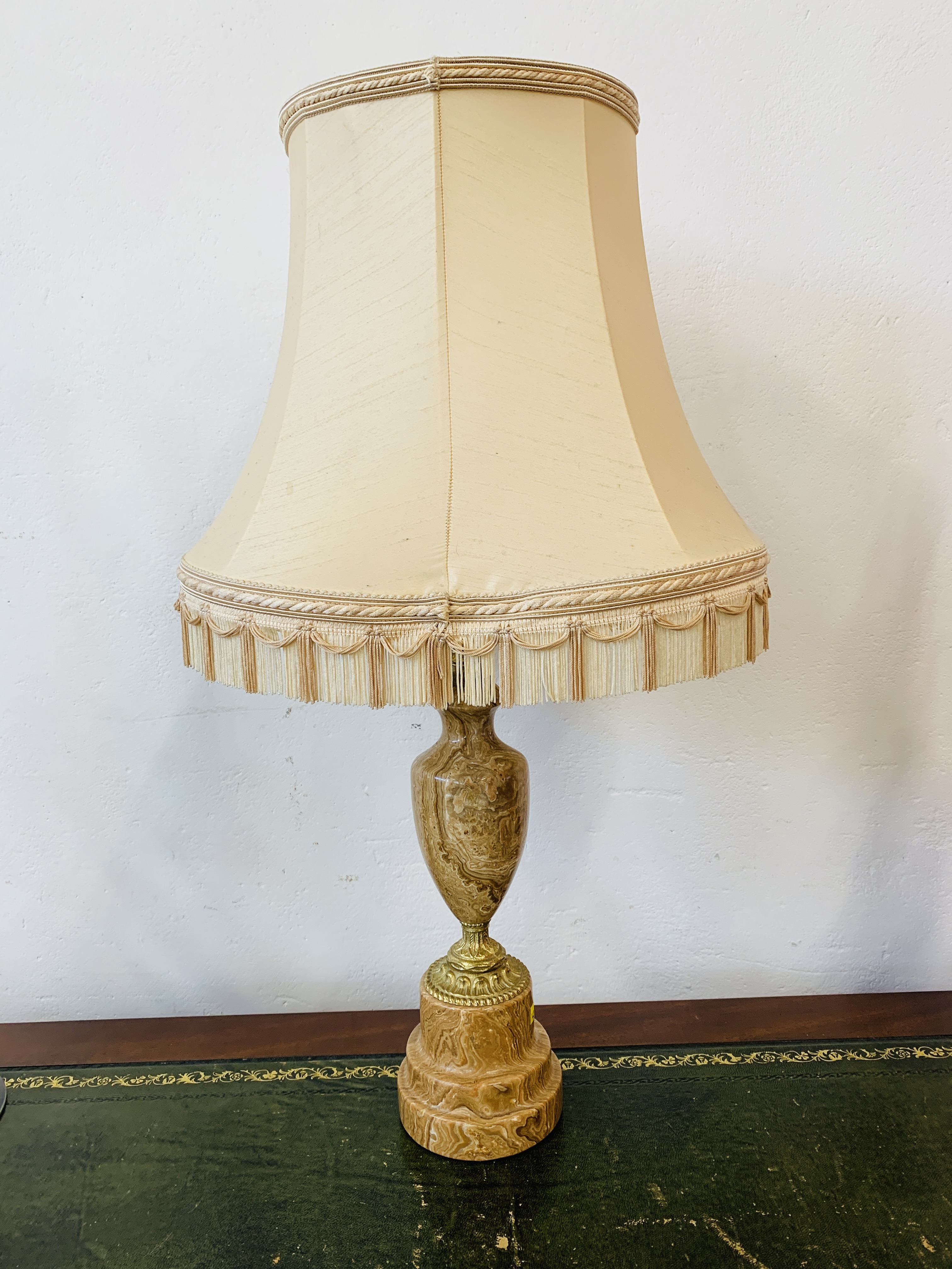A GOOD QUALITY MARBLE TABLE LAMP ALONG WITH A PAIR OF MODERN POLISHED METAL TABLE LAMPS - SOLD AS - Image 2 of 12