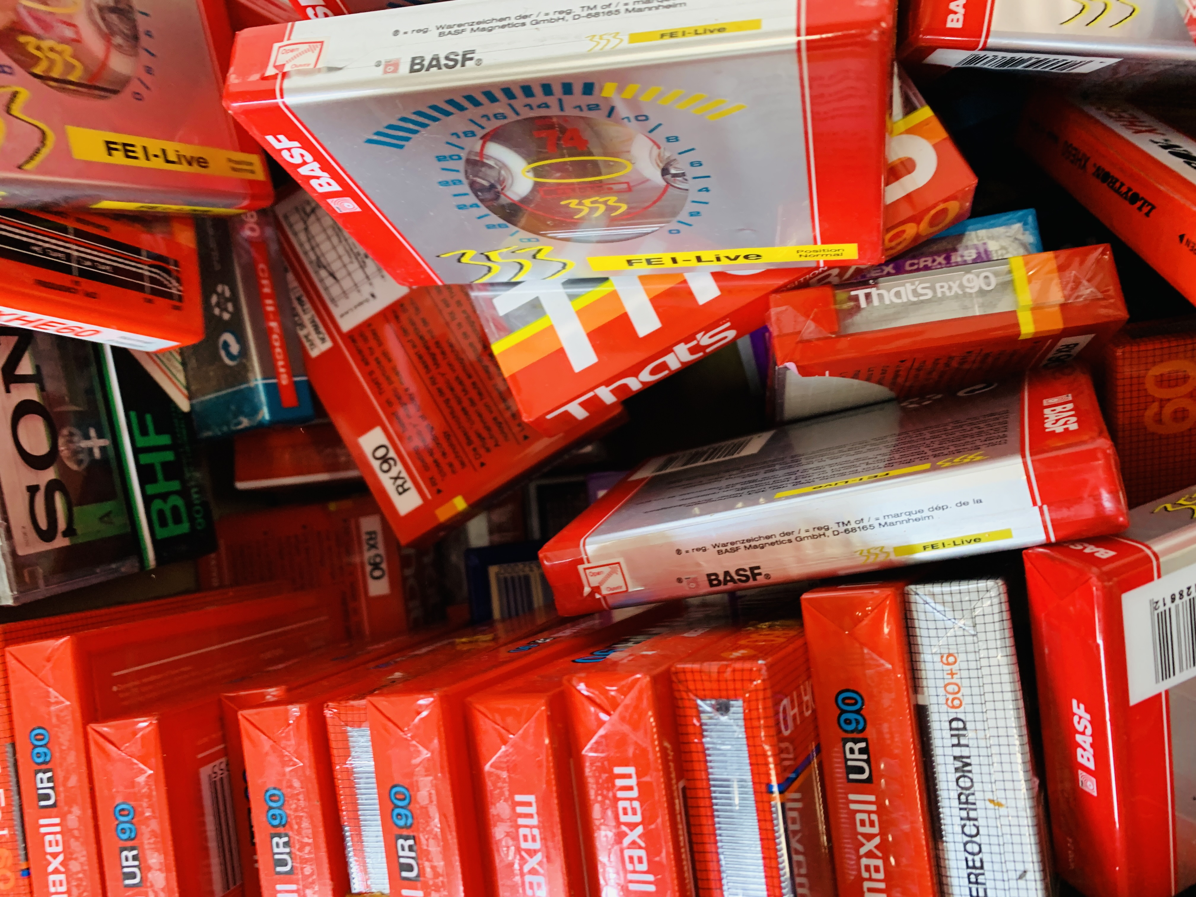 BOX OF VARIOUS BLANK CASSETTE TAPES TO INCLUDE MAXELL, SONY ETC. - Image 5 of 6