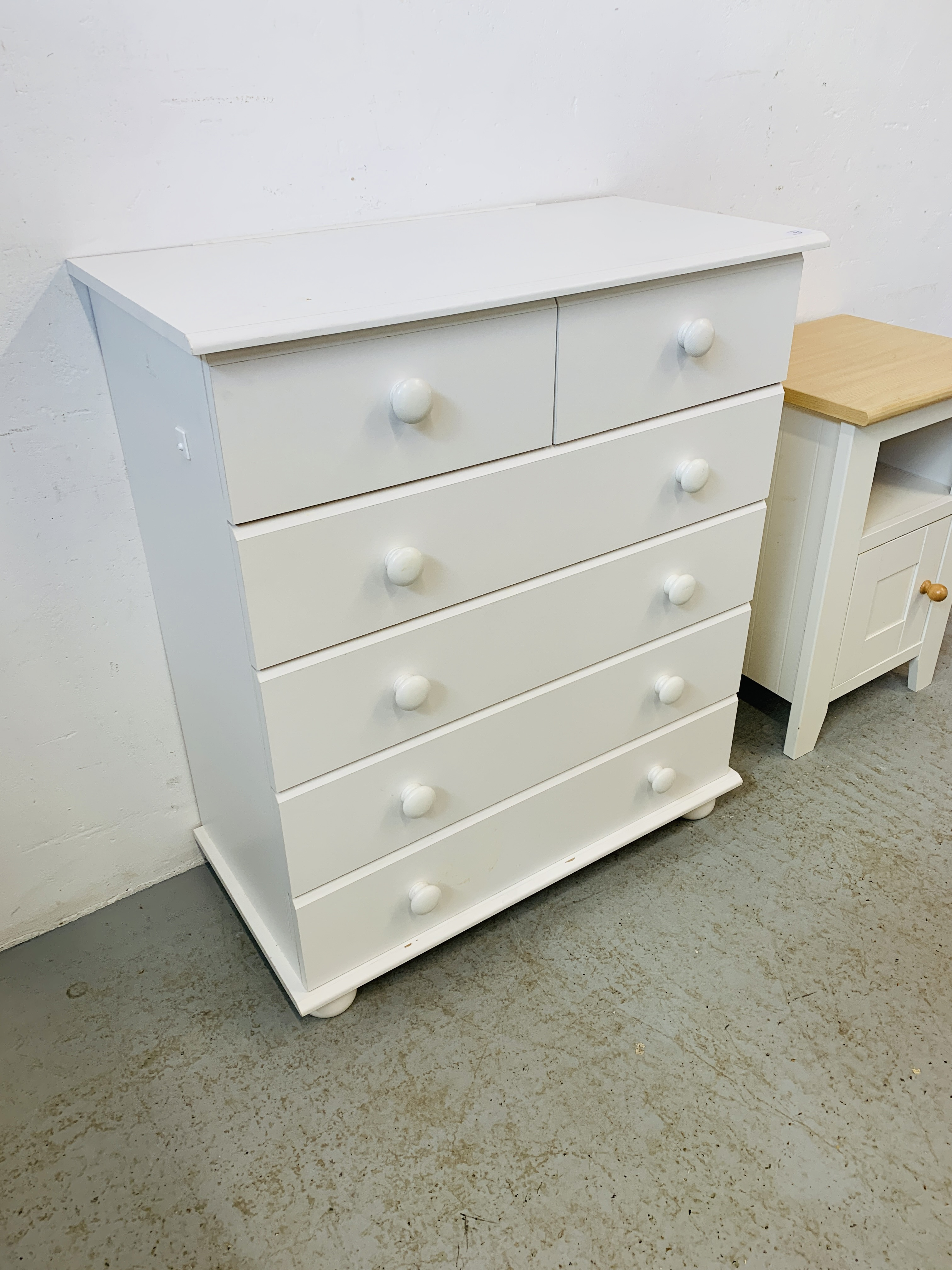 A MODERN WHITE FINISH TWO OVER FOUR CHEST OF DRAWERS - W 78CM. H 90CM. D 40CM. - Image 7 of 9
