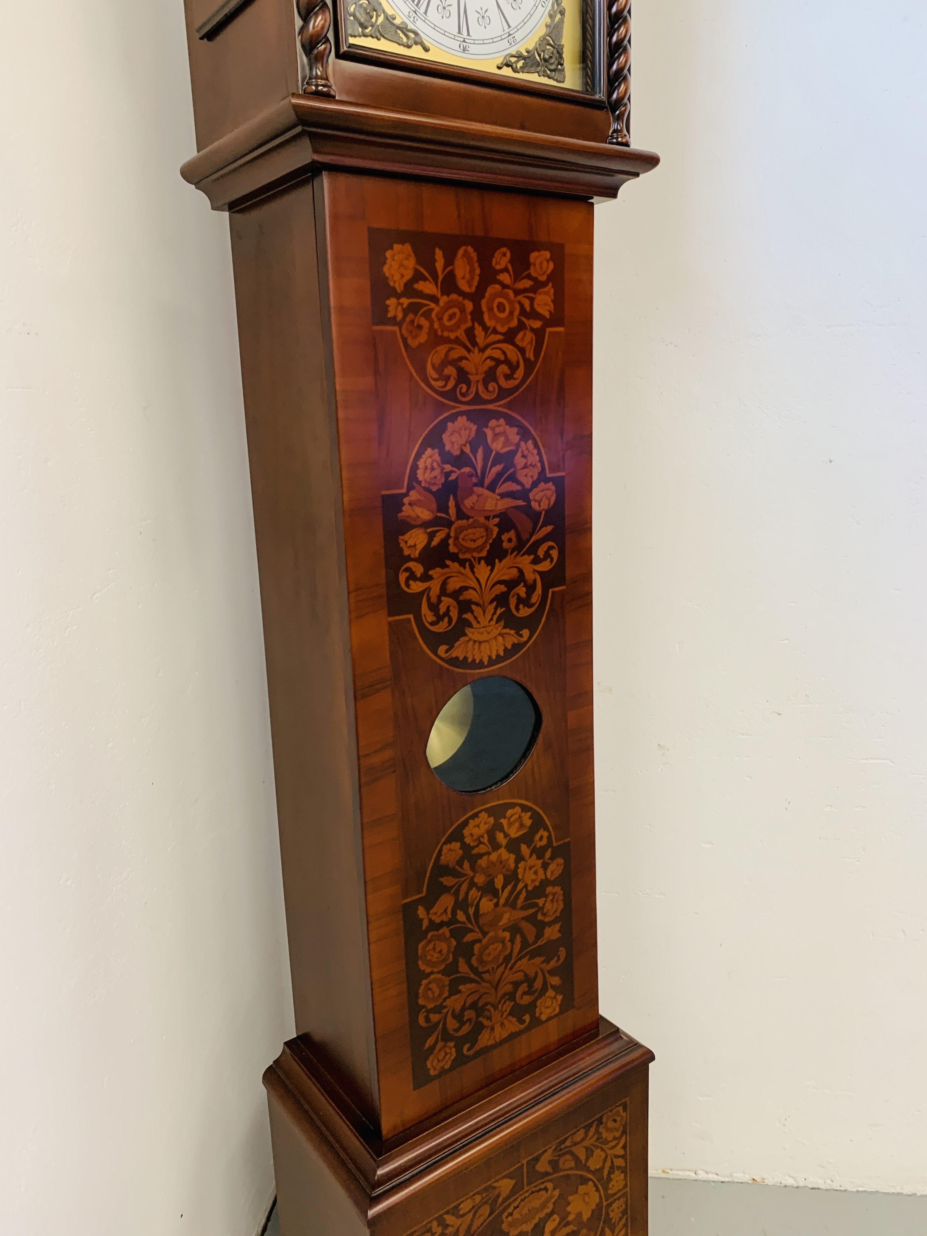 A GOOD QUALITY REPRODUCTION LONG CASE CLOCK - WESTMINSTER CHIME - SOLD AS SEEN - Image 6 of 19