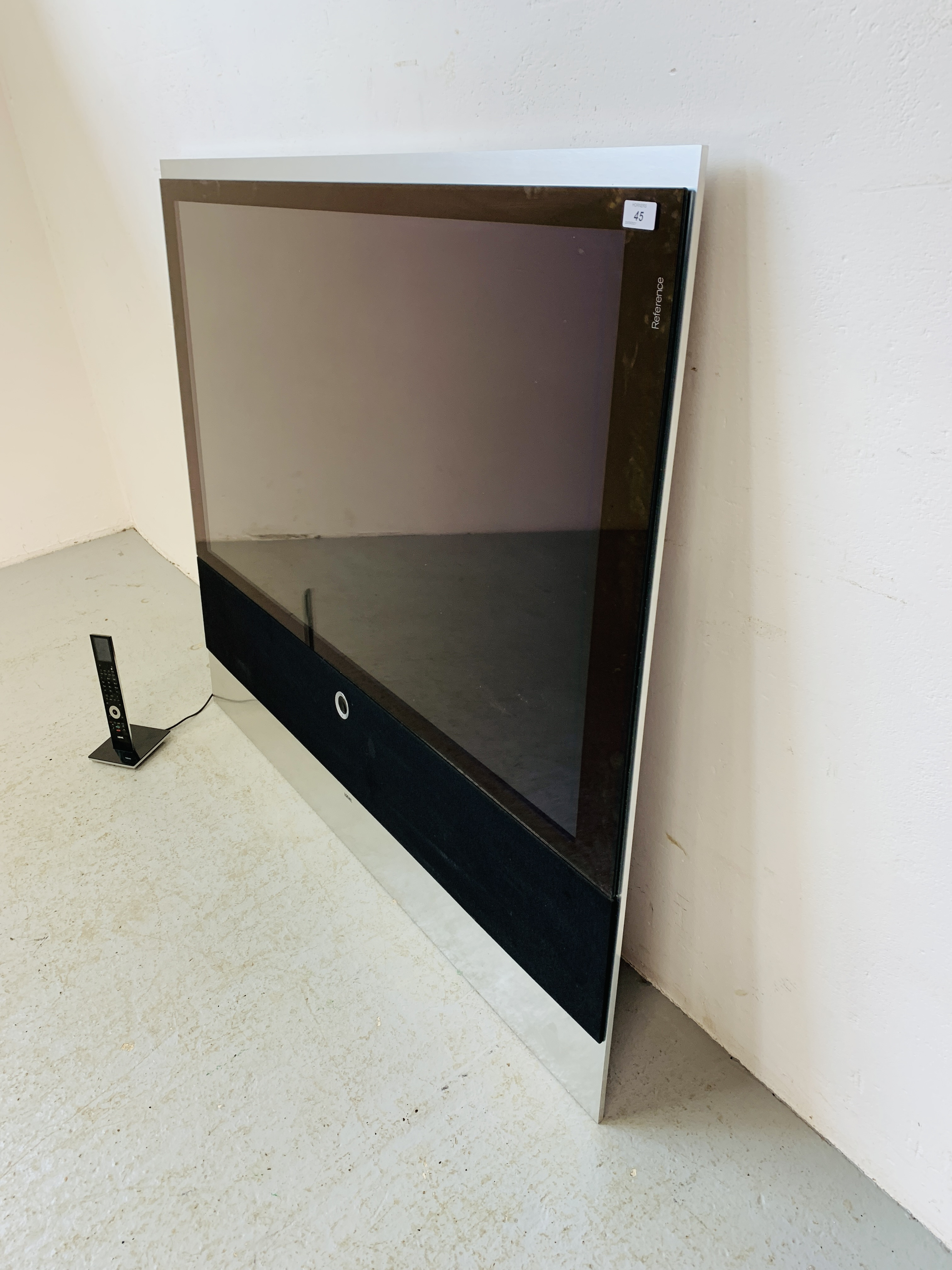 A LOEWE REFERENCE 52 TELEVISION WITH ORIGINAL REMOTE - SOLD AS SEEN - Image 3 of 14