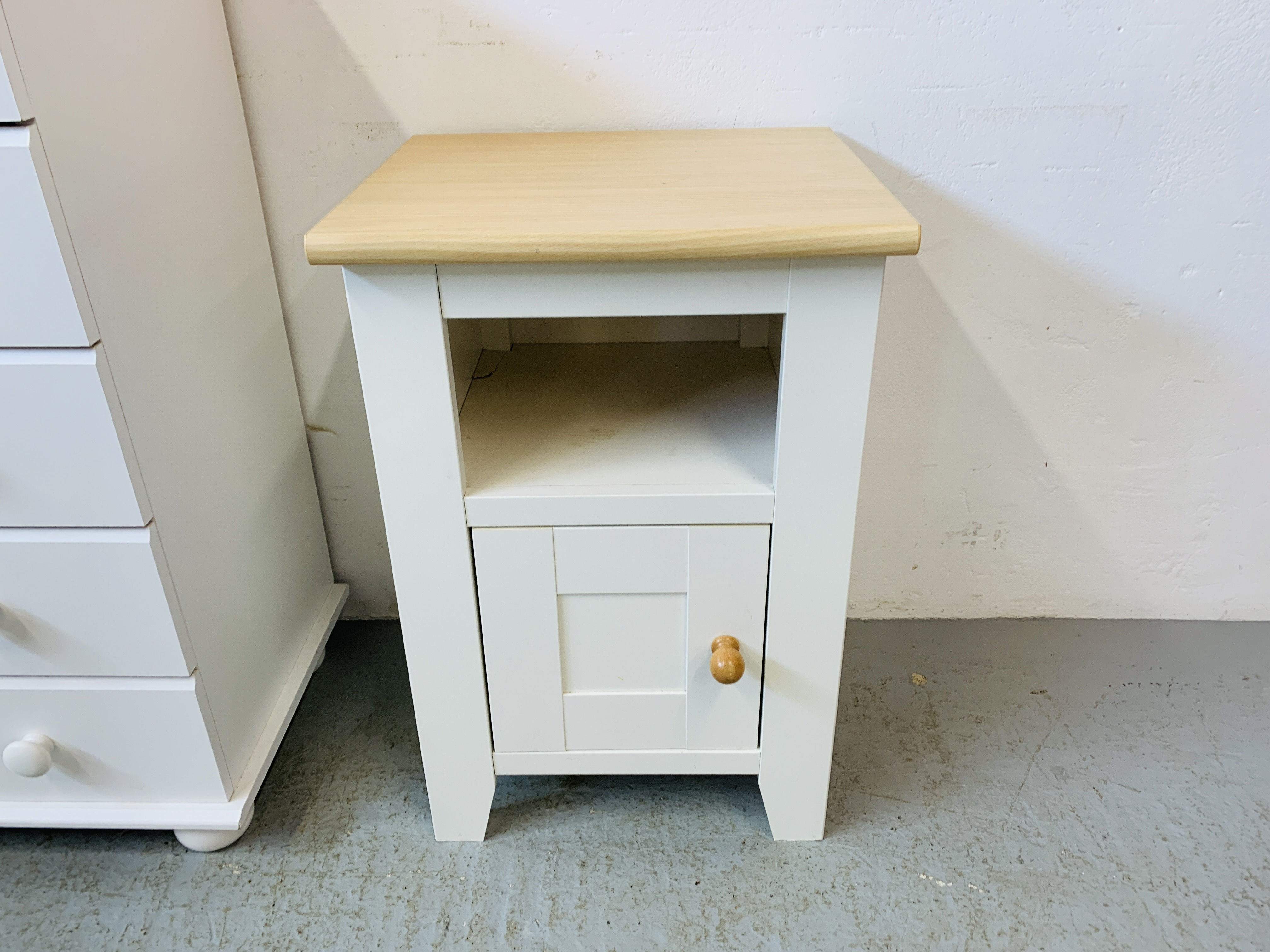 A MODERN WHITE FINISH TWO OVER FOUR CHEST OF DRAWERS - W 78CM. H 90CM. D 40CM. - Image 4 of 9