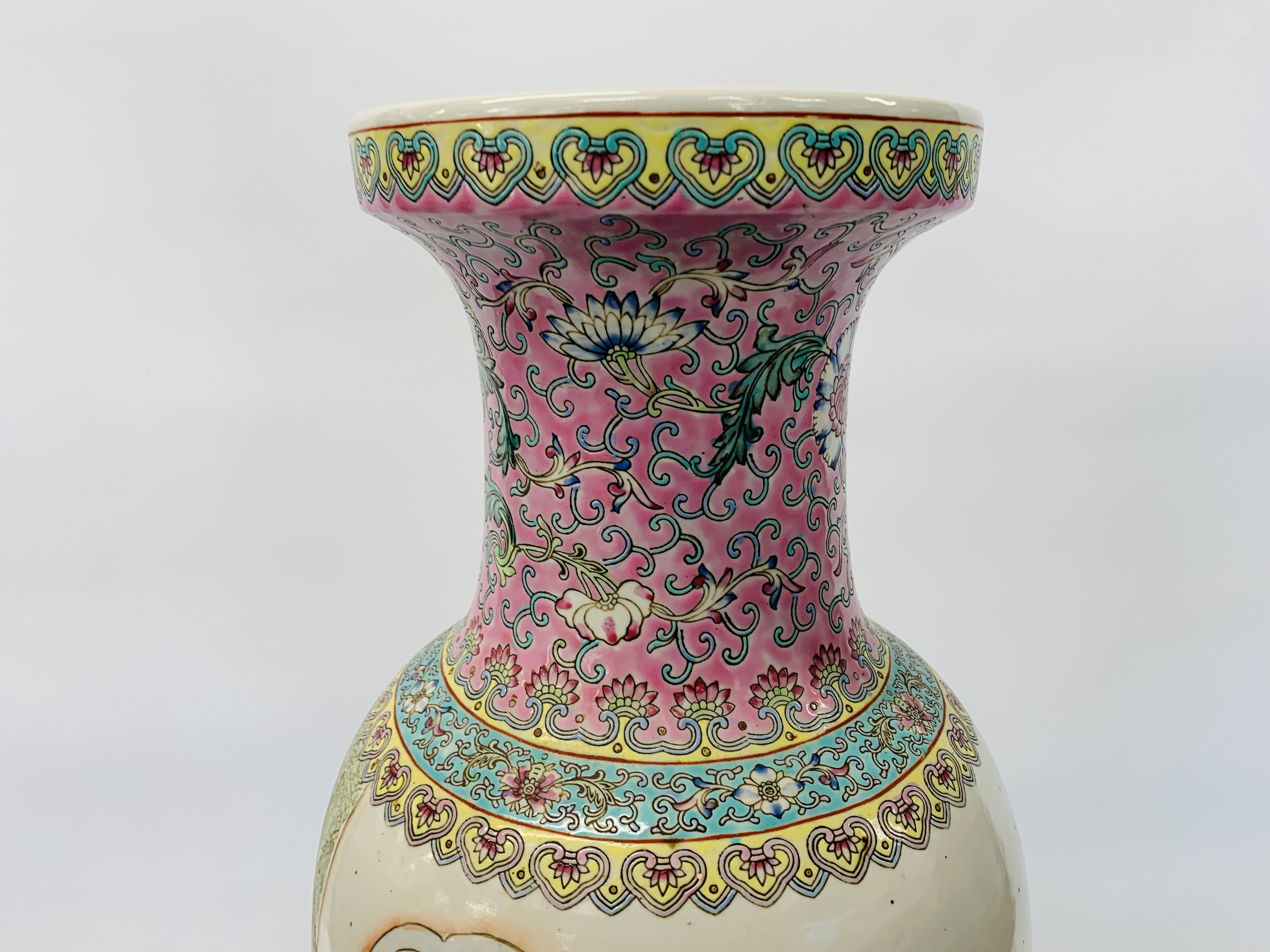 A LARGE CHINESE POLYCHROME VASE - HEIGHT 60CM. - Image 8 of 12