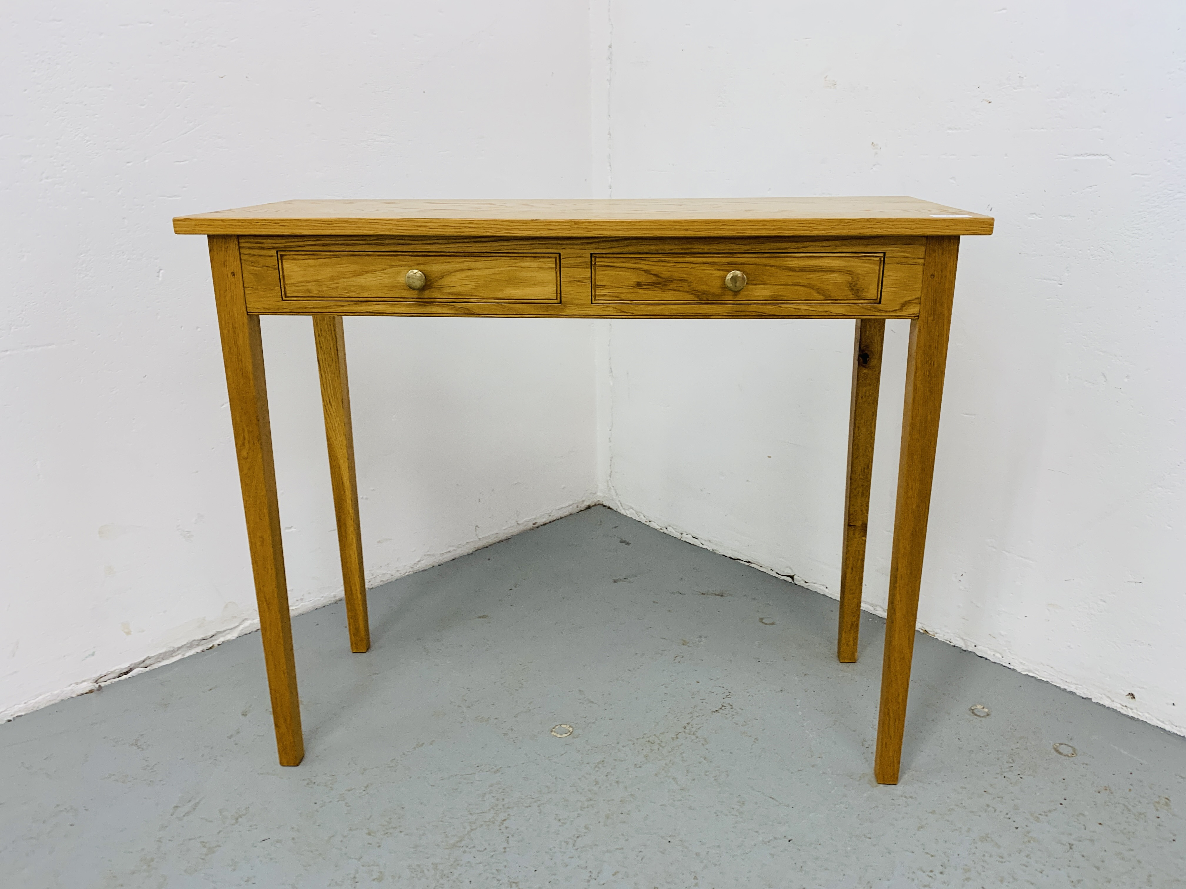 A SMALL LIGHT OAK TWO DRAWER SIDE TABLE 85CM X 34CM - Image 3 of 7
