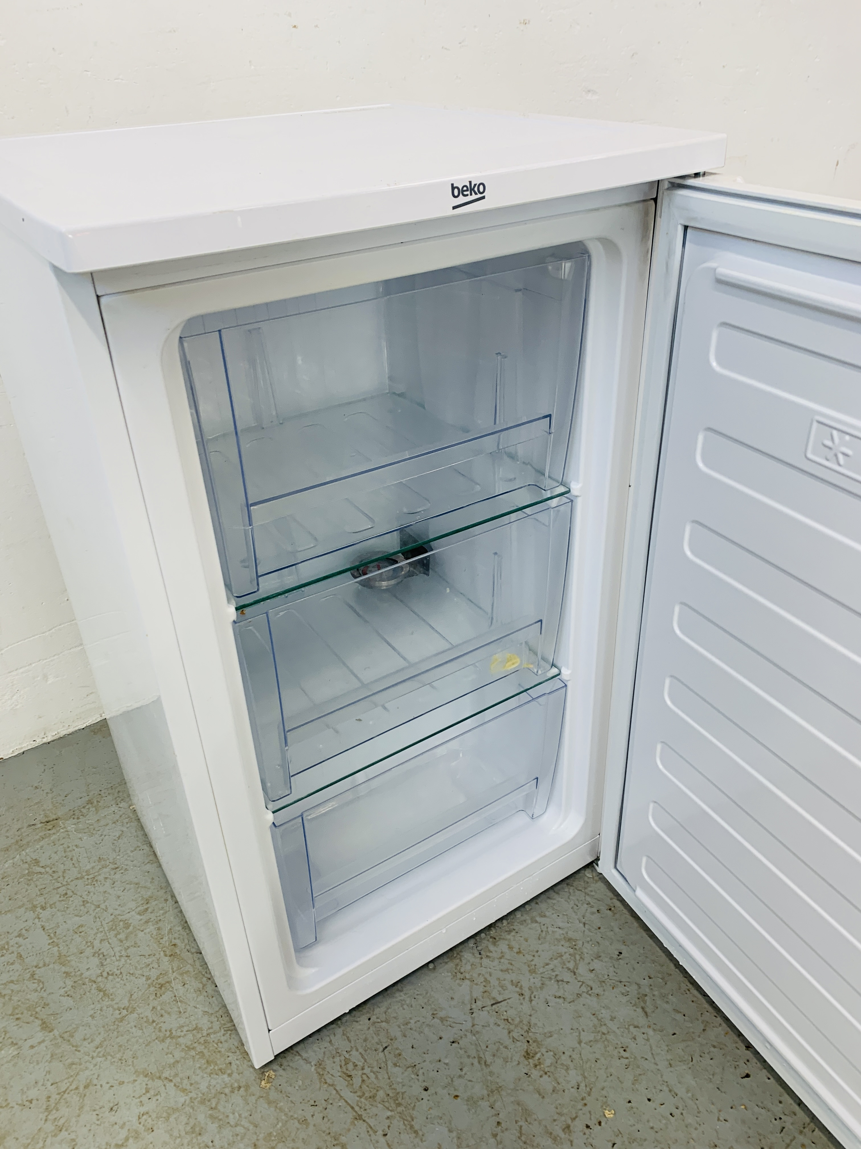 A BEKO UNDERCOUNTER FREEZER - SOLD AS SEEN - Image 6 of 6