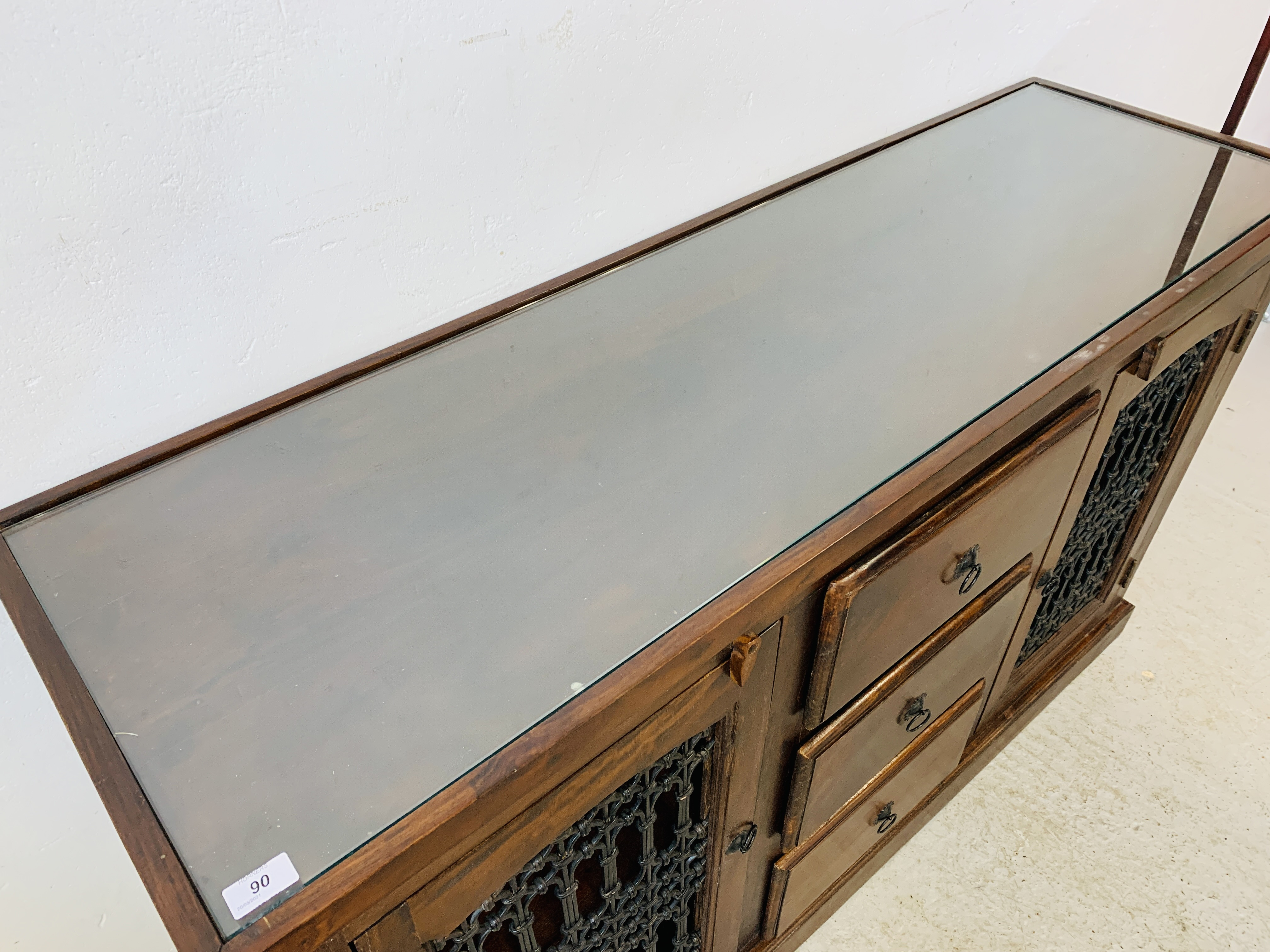 A RUSTIC HARDWOOD COUNTRY & EASTERN STYLE DRESSER BASE, - Image 7 of 9