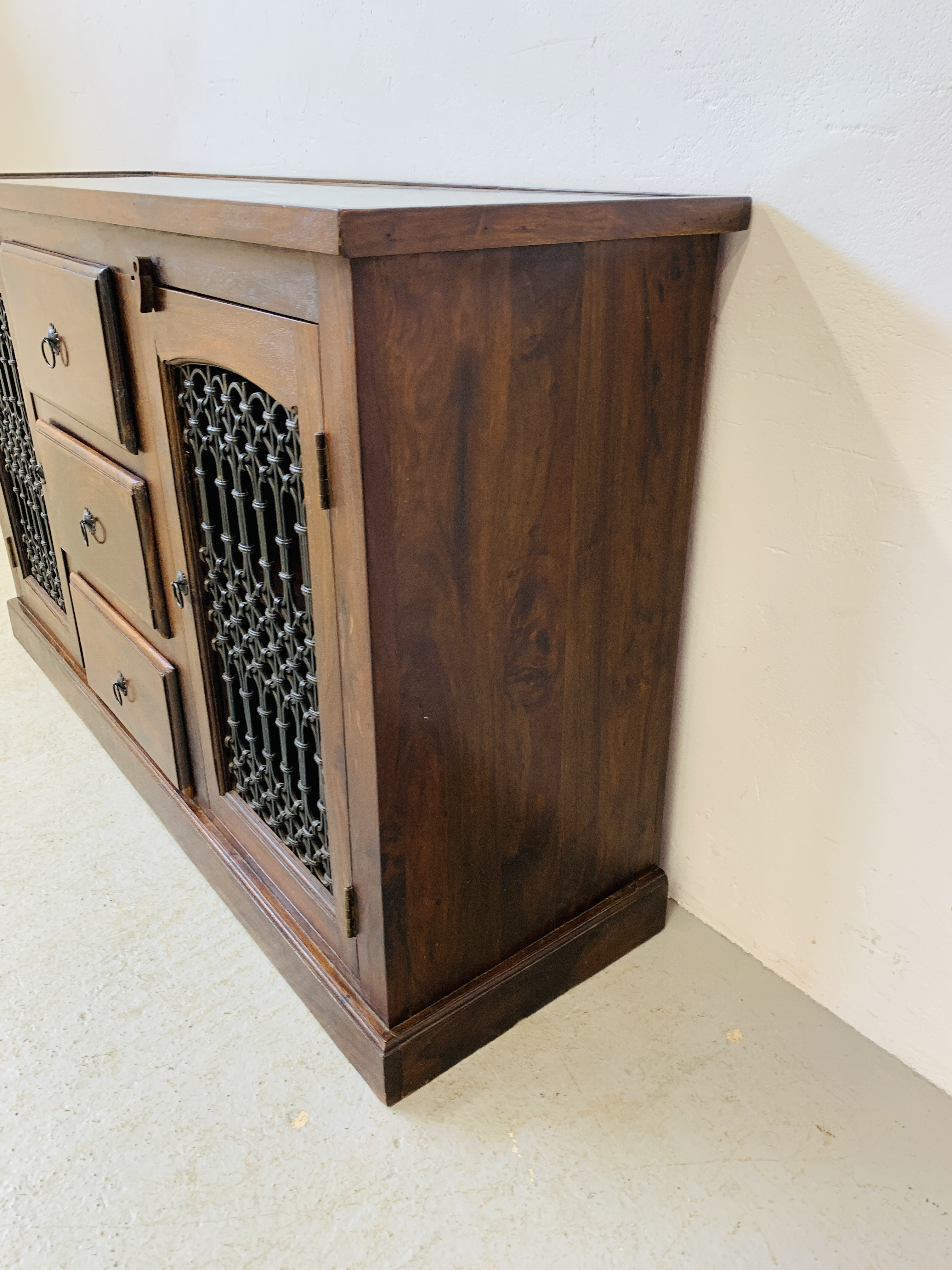 A RUSTIC HARDWOOD COUNTRY & EASTERN STYLE DRESSER BASE, - Image 4 of 9
