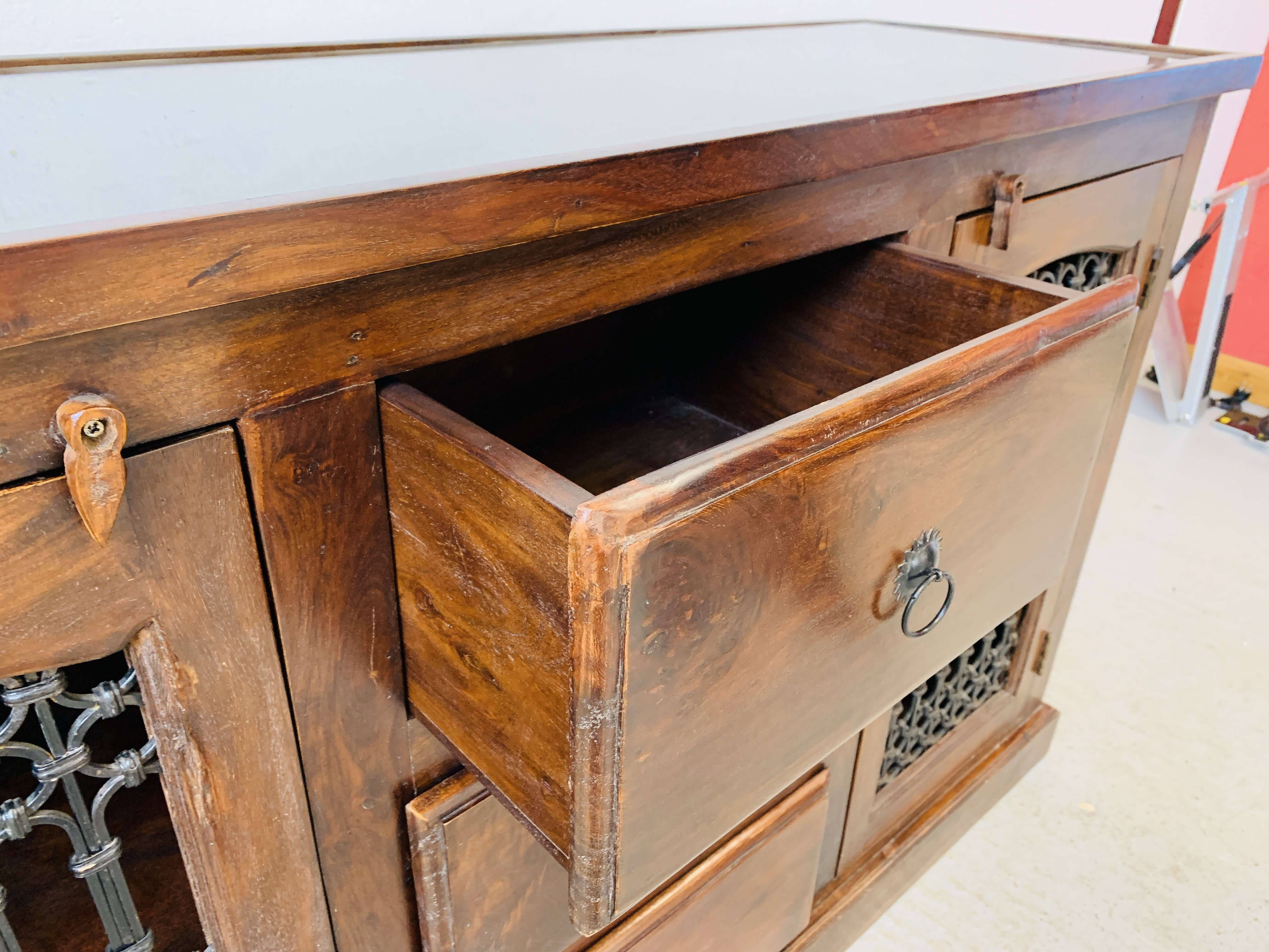 A RUSTIC HARDWOOD COUNTRY & EASTERN STYLE DRESSER BASE, - Image 8 of 9