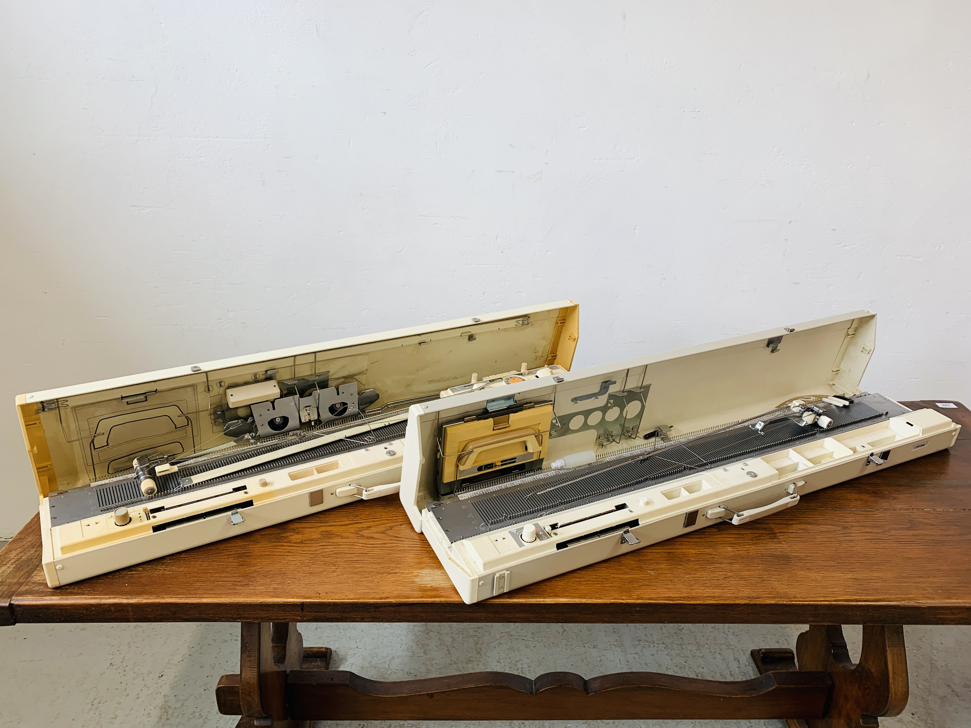 BROTHER KNITTING MACHINE KH - 830 + BROTHER KNITTING MACHINE KH - 890.