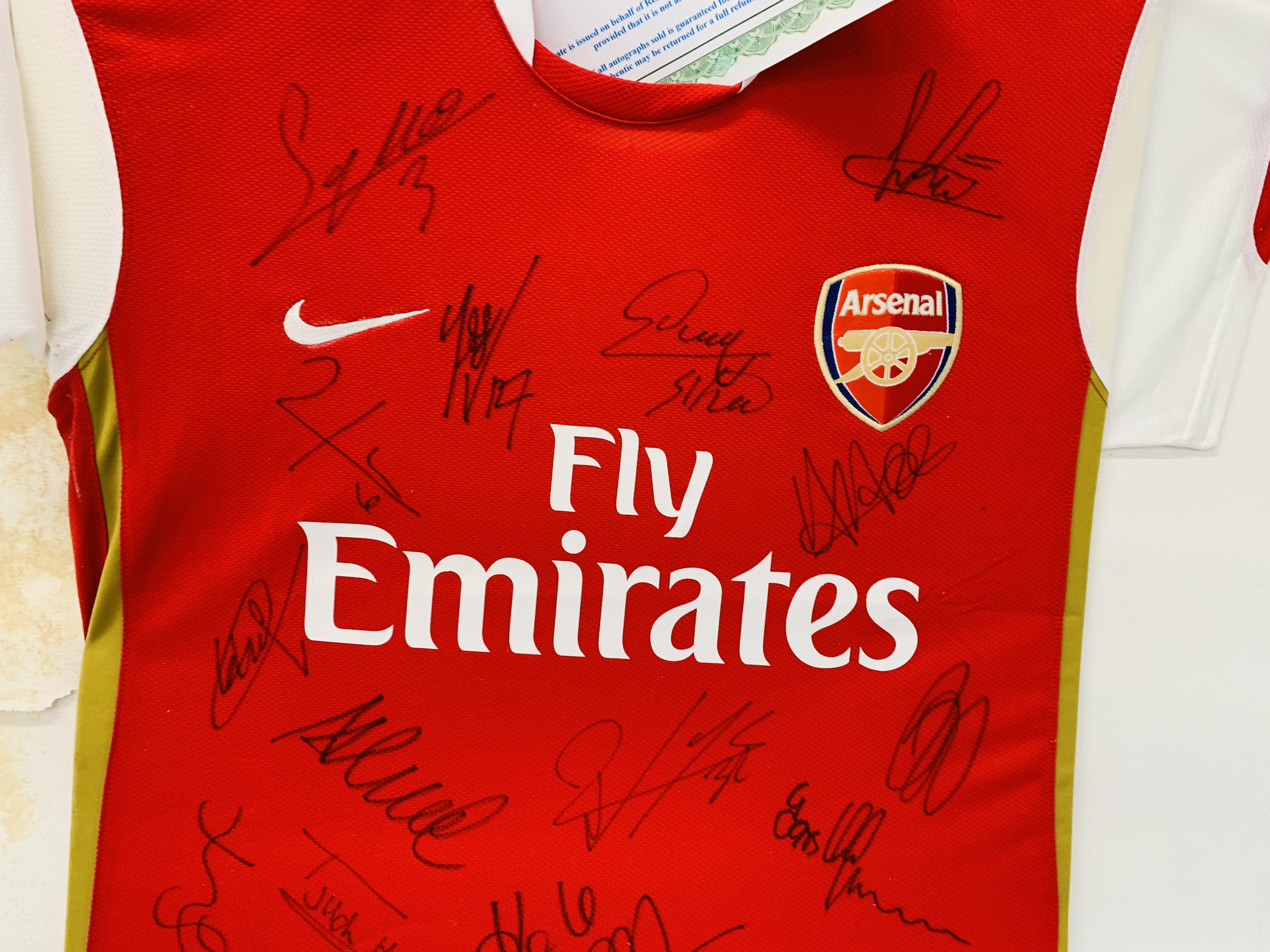 A MULTI SIGNED ARSENAL FOOTBALL SHIRT TEAM SQUAD 2007 / 2008 WITH CERTIFICATE AND FRAMED SIGNED - Image 12 of 13