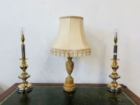A GOOD QUALITY MARBLE TABLE LAMP ALONG WITH A PAIR OF MODERN POLISHED METAL TABLE LAMPS - SOLD AS