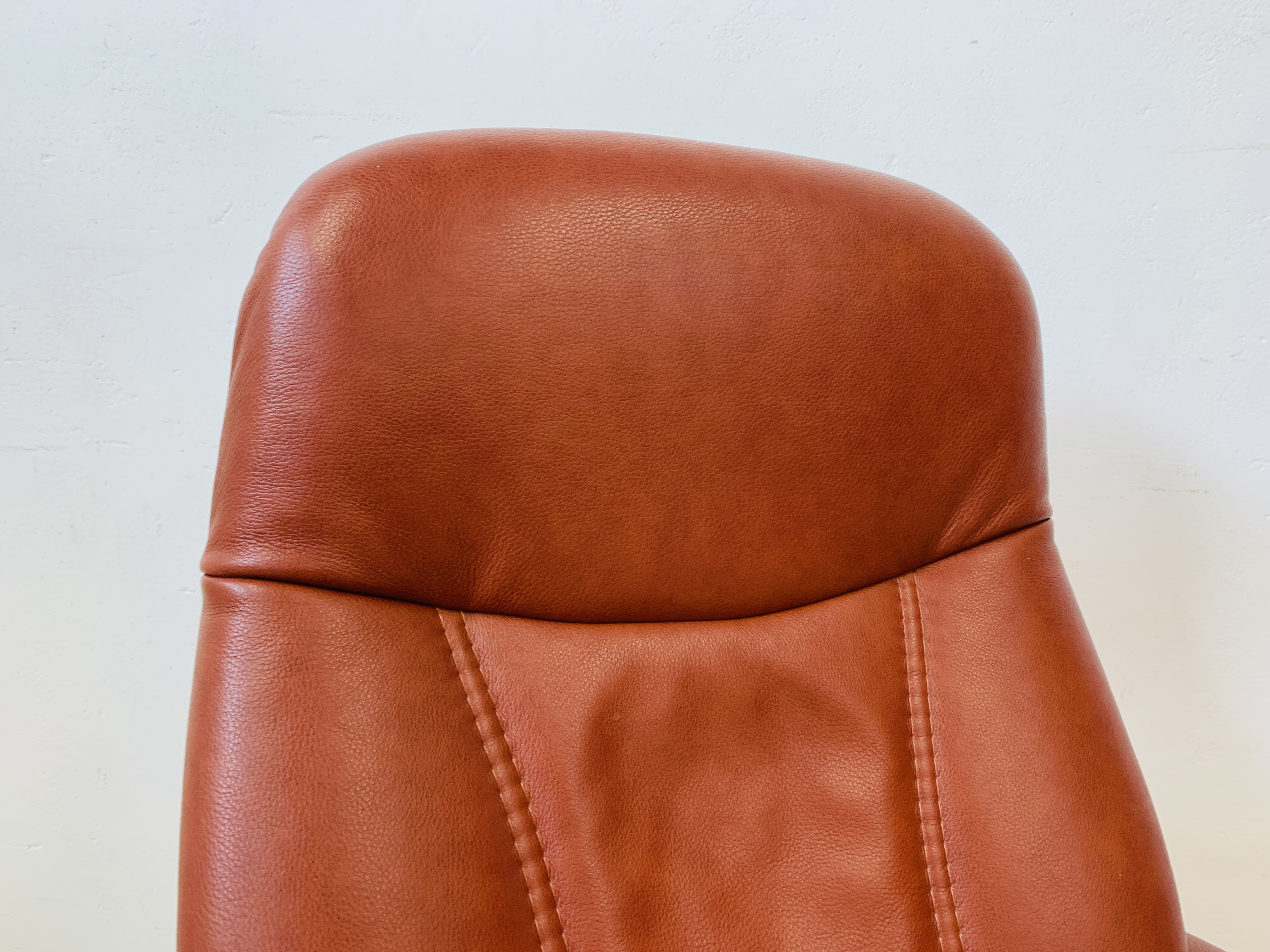 A STRESSLESS TAN LEATHER RELAXER CHAIR - Image 11 of 12
