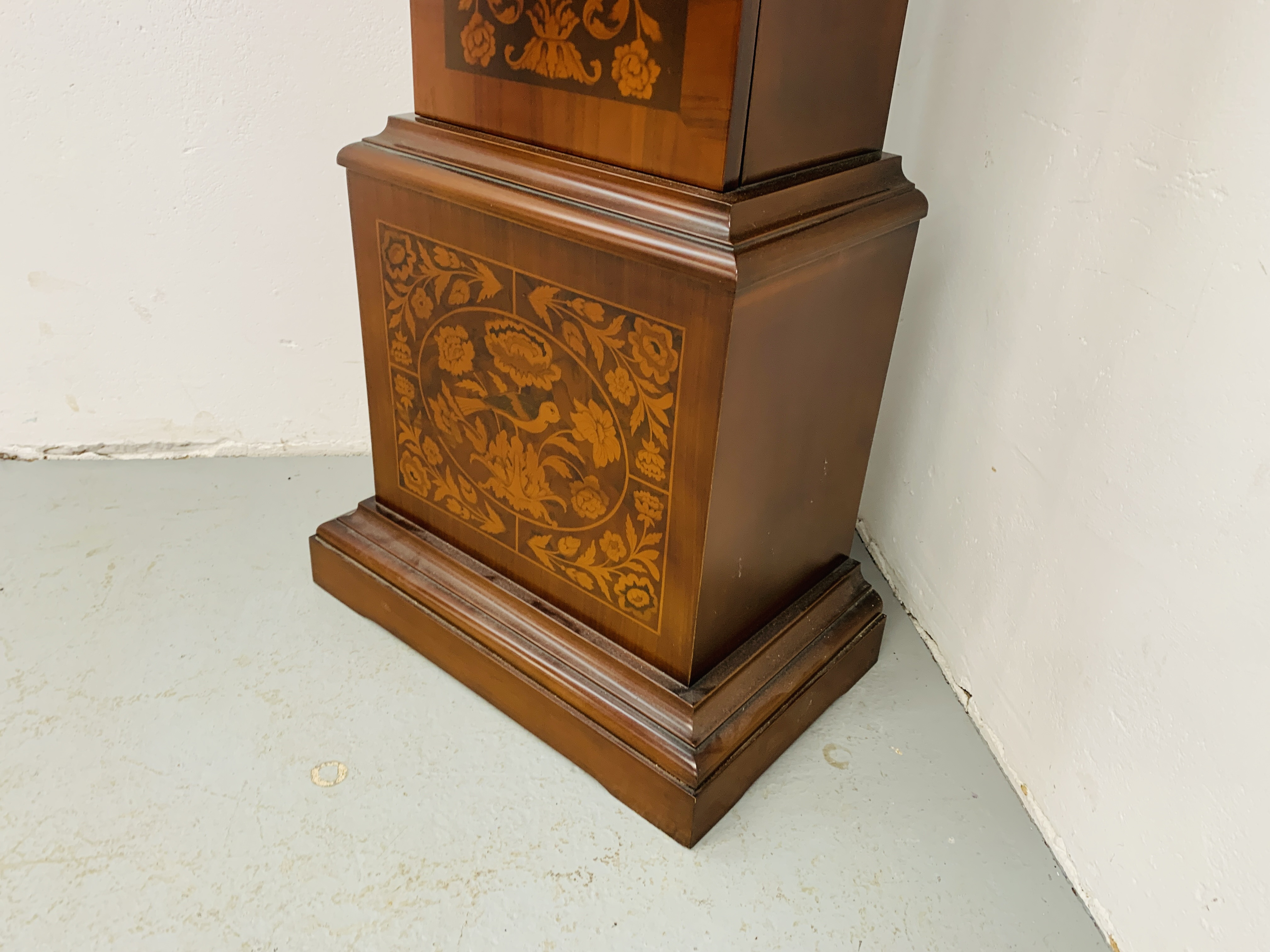 A GOOD QUALITY REPRODUCTION LONG CASE CLOCK - WESTMINSTER CHIME - SOLD AS SEEN - Image 8 of 19