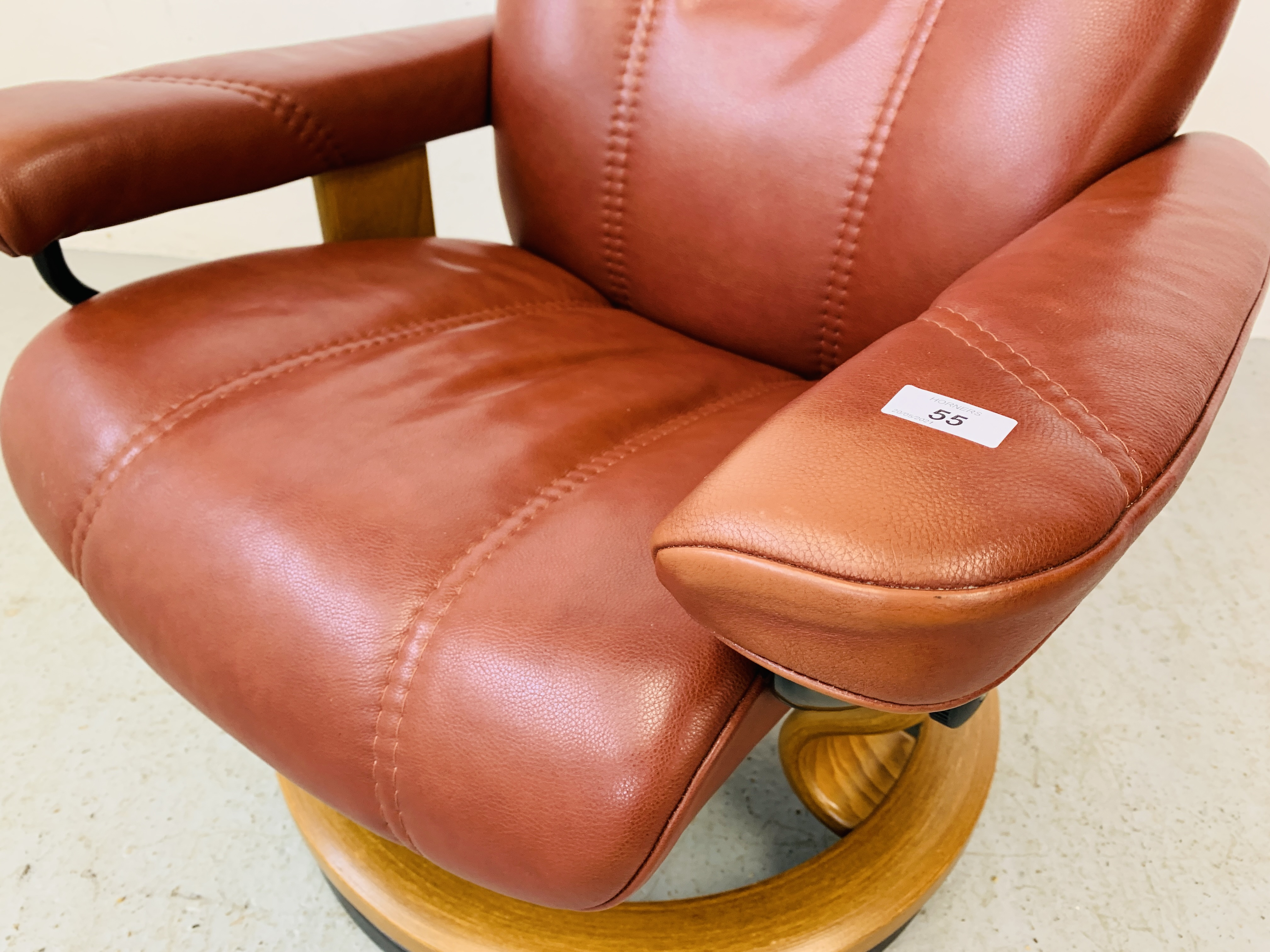 A STRESSLESS TAN LEATHER RELAXER CHAIR - Image 6 of 10