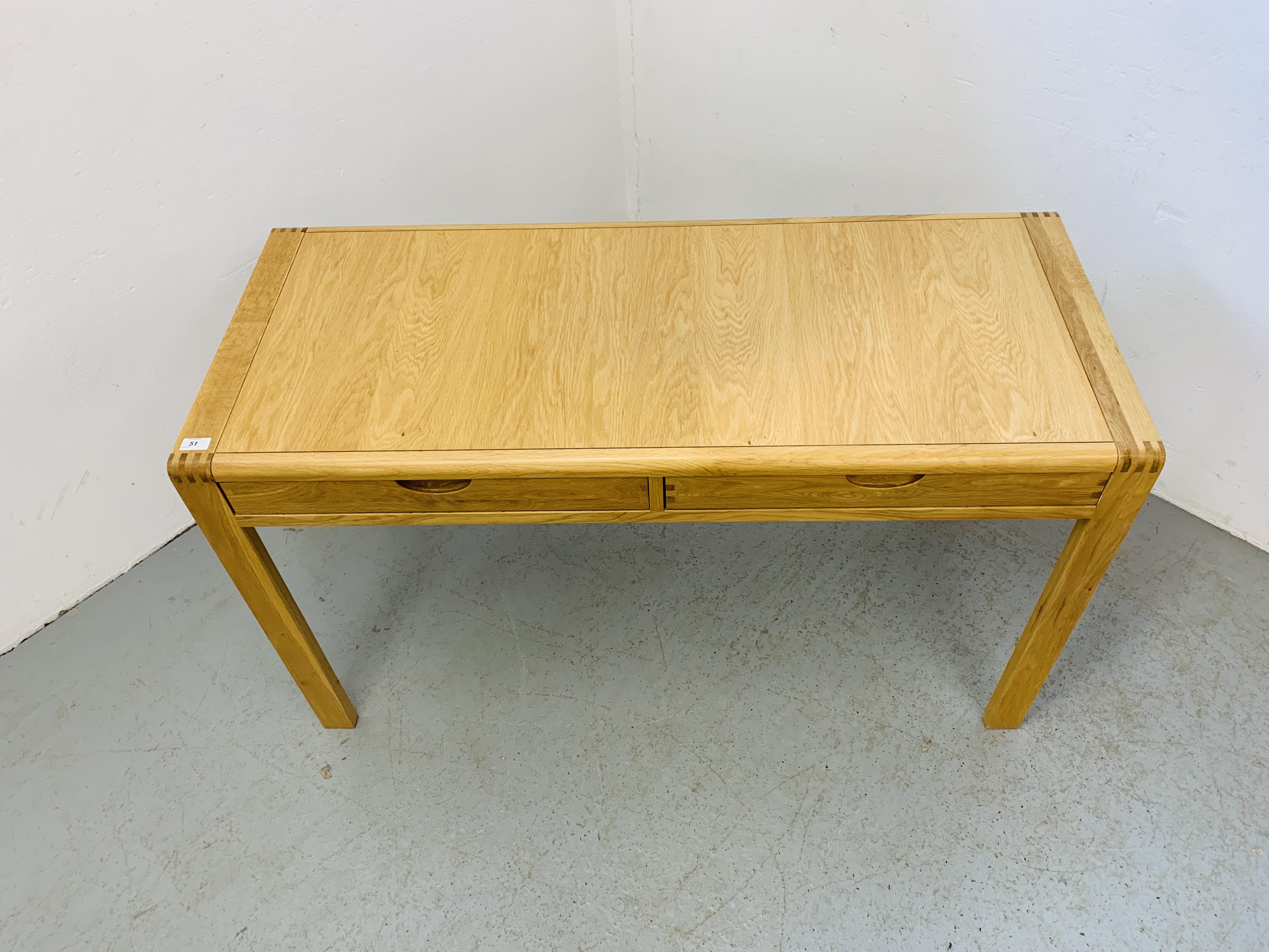 "AN ERCOL ""BOSCO"" OAK DESIGNER TWO DRAWER SIDE TABLE 130CM X 55CM - Image 2 of 5"