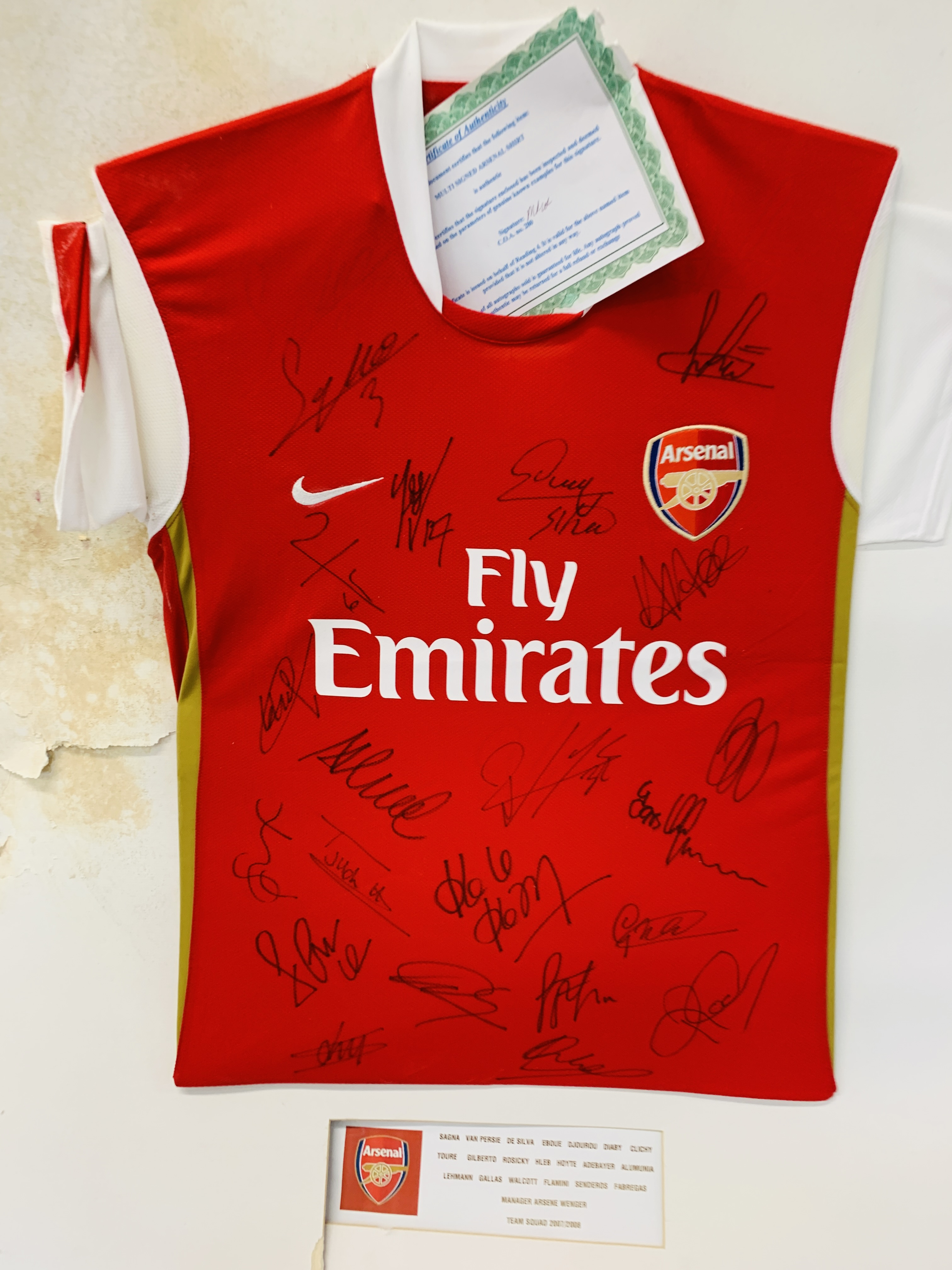 A MULTI SIGNED ARSENAL FOOTBALL SHIRT TEAM SQUAD 2007 / 2008 WITH CERTIFICATE AND FRAMED SIGNED - Image 9 of 13