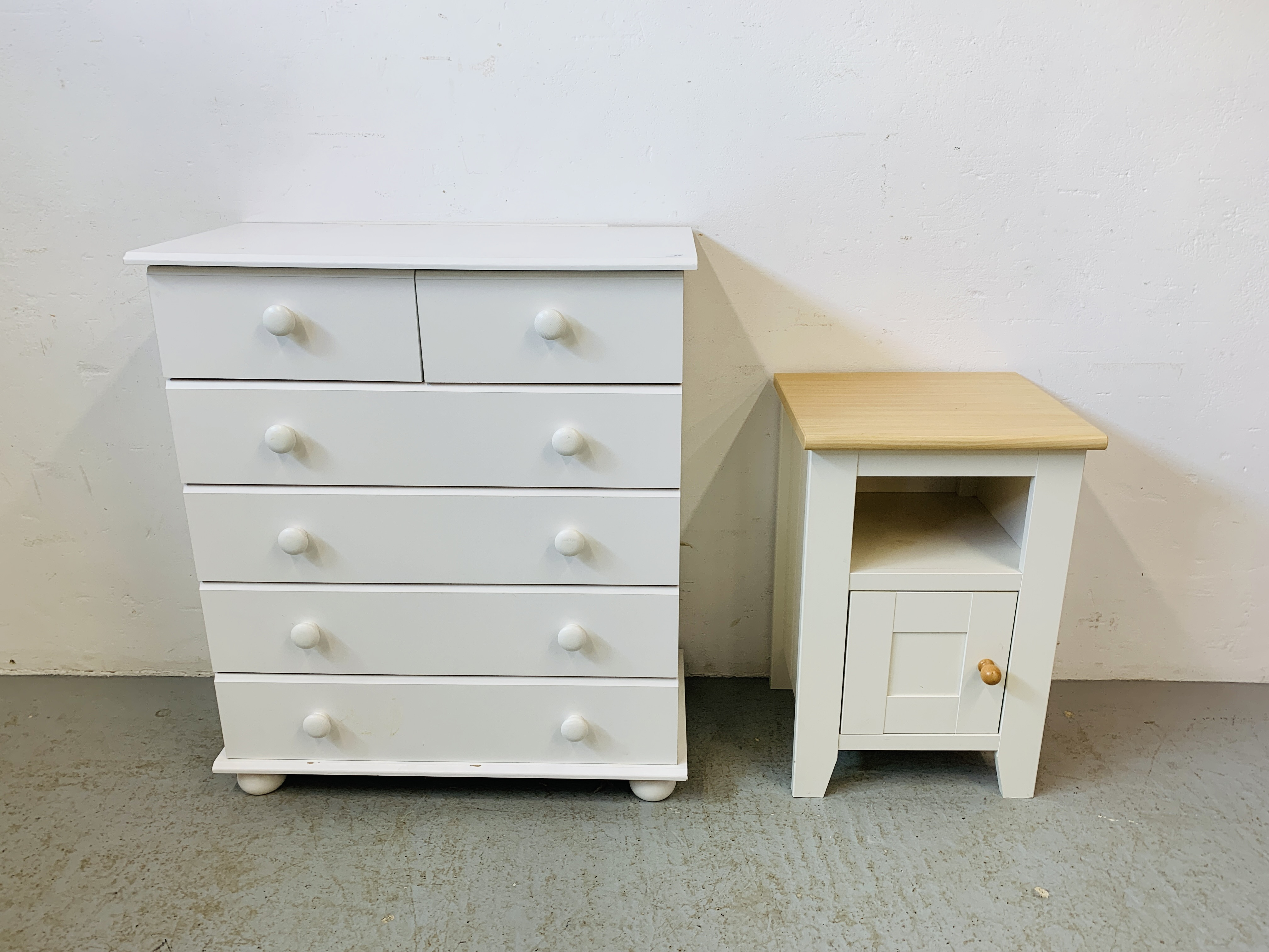 A MODERN WHITE FINISH TWO OVER FOUR CHEST OF DRAWERS - W 78CM. H 90CM. D 40CM.