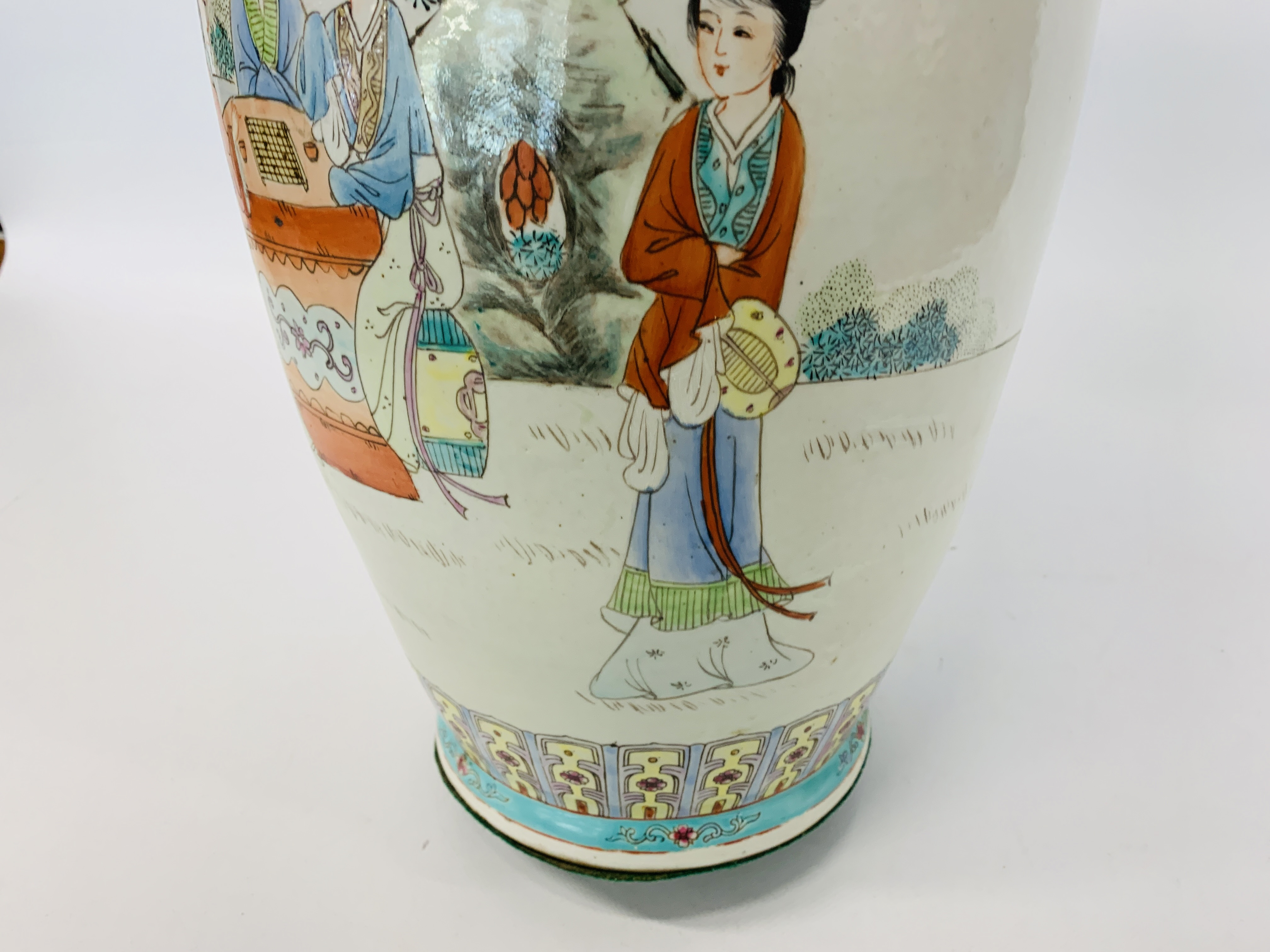 A LARGE CHINESE POLYCHROME VASE - HEIGHT 60CM. - Image 11 of 12
