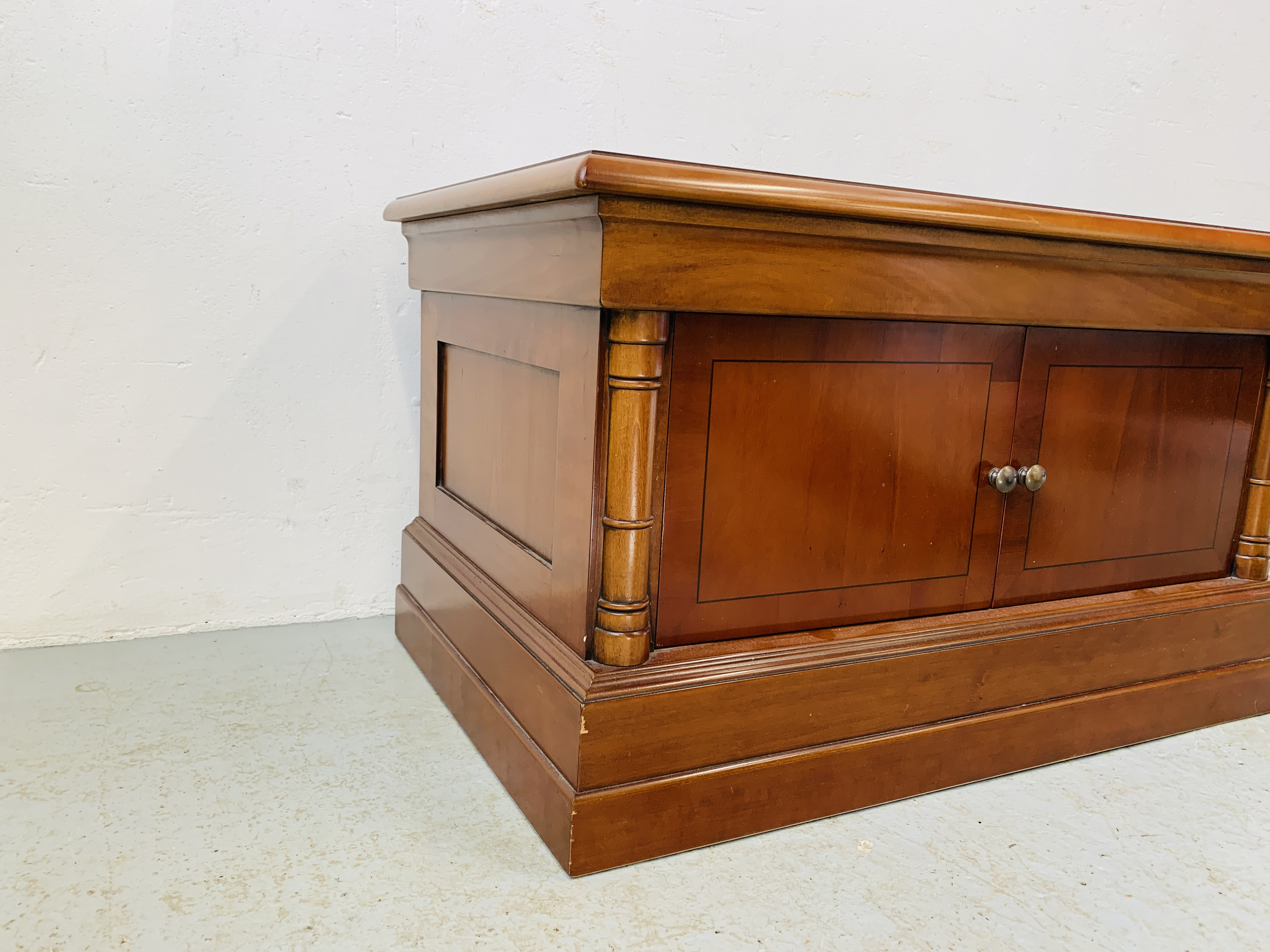 A MODERN CHERRYWOOD FINISH TELEVISION STAND - Image 7 of 7