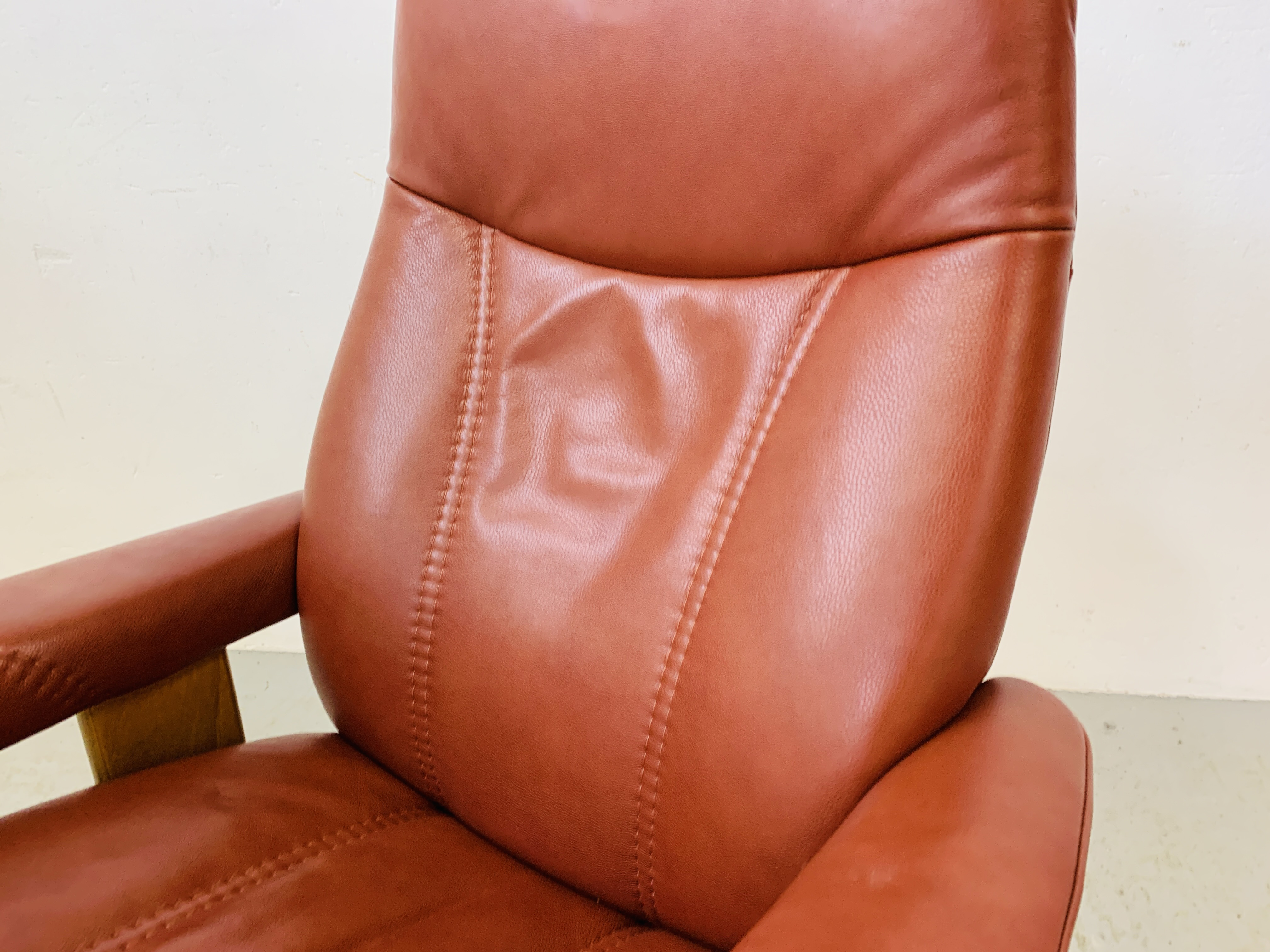 A STRESSLESS TAN LEATHER RELAXER CHAIR - Image 5 of 10