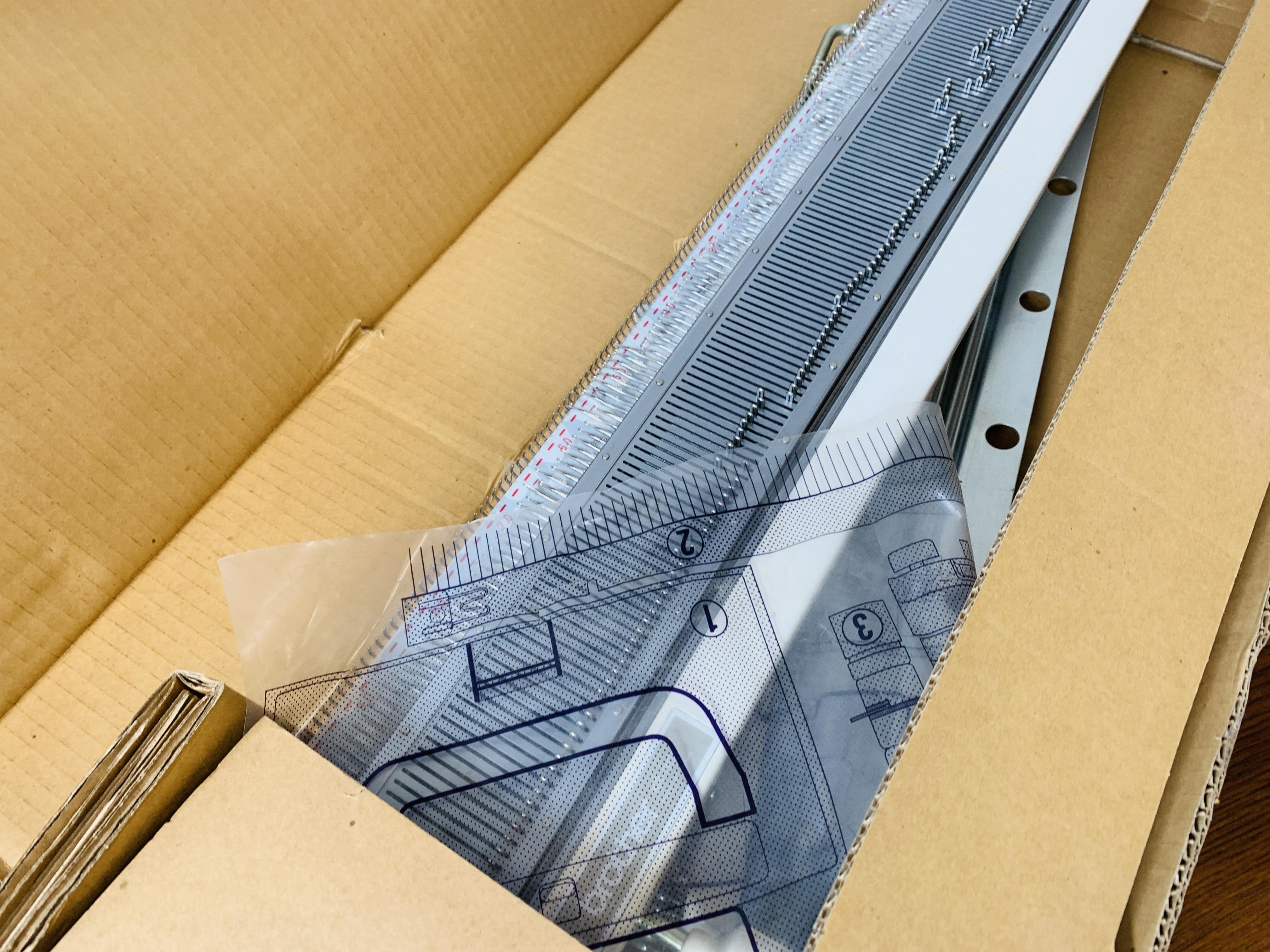 ART KITTEN KNITTING MACHINE MODE DX-1000 SERIAL NO. 97009 + BROTHER KNITTING MACHINE MODEL KH - 890. - Image 5 of 7
