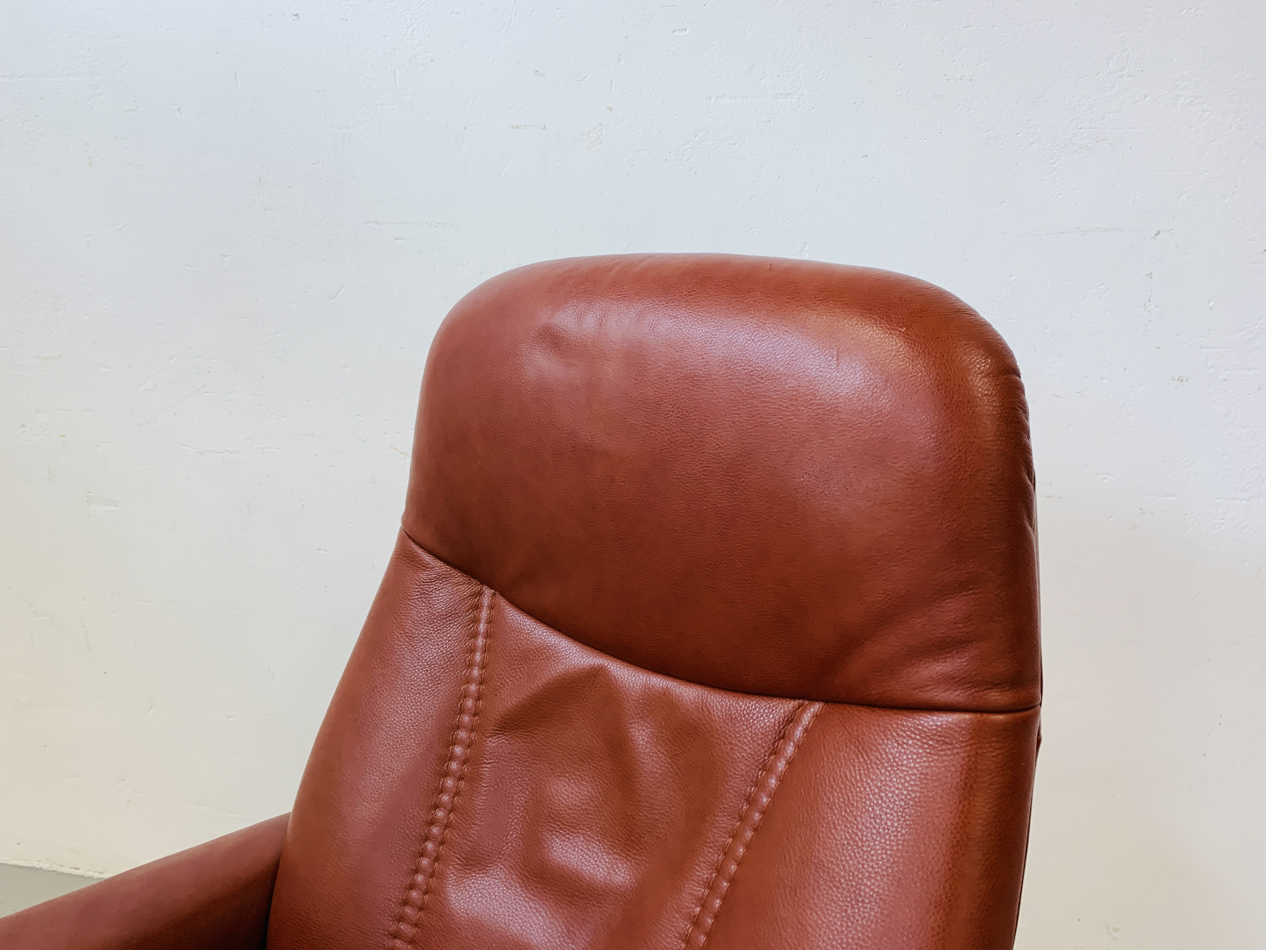 A STRESSLESS TAN LEATHER RELAXER CHAIR - Image 4 of 10