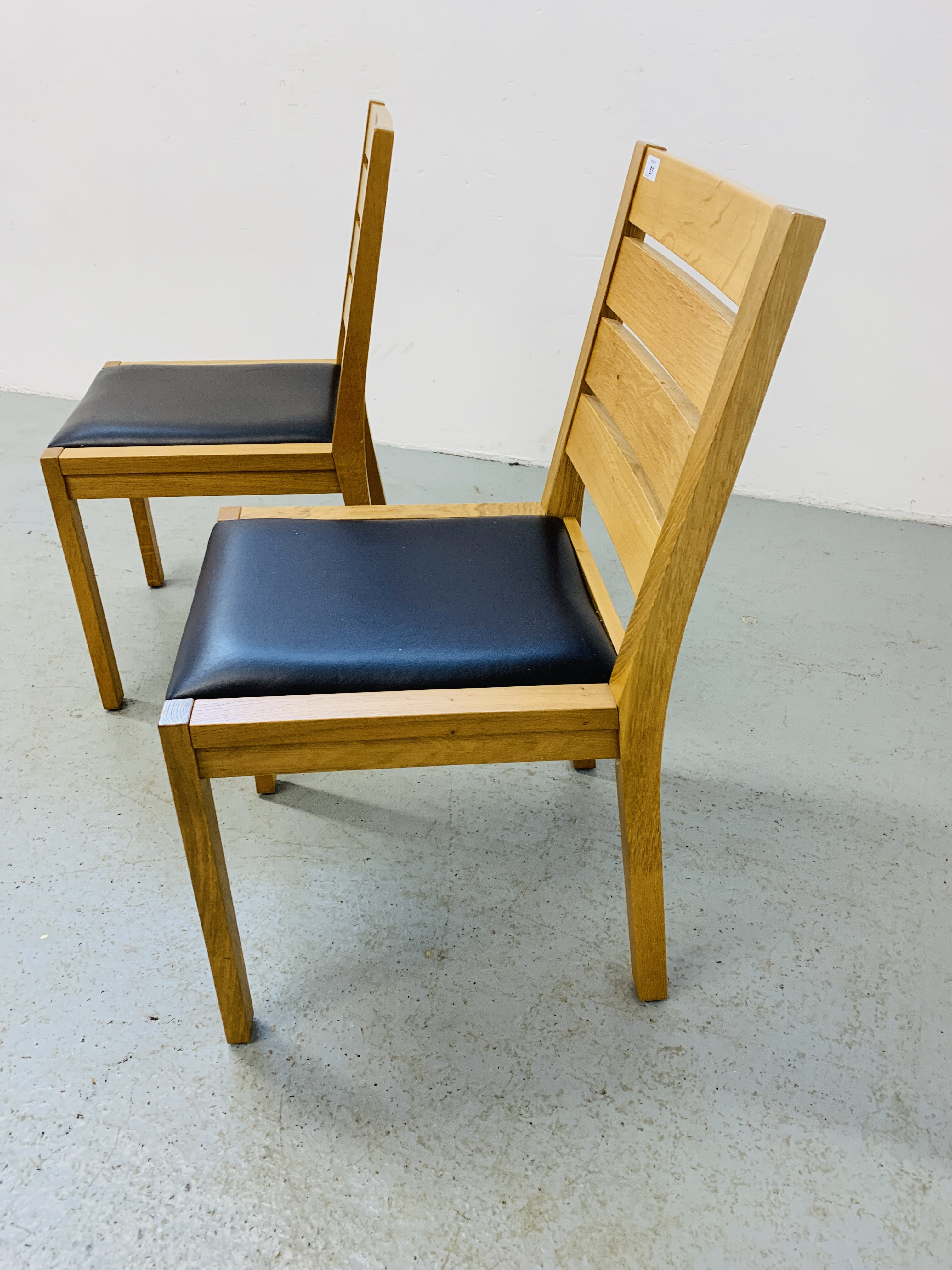 A PAIR OF LIGHT OAK MODERN SIDE CHAIRS - Image 4 of 9