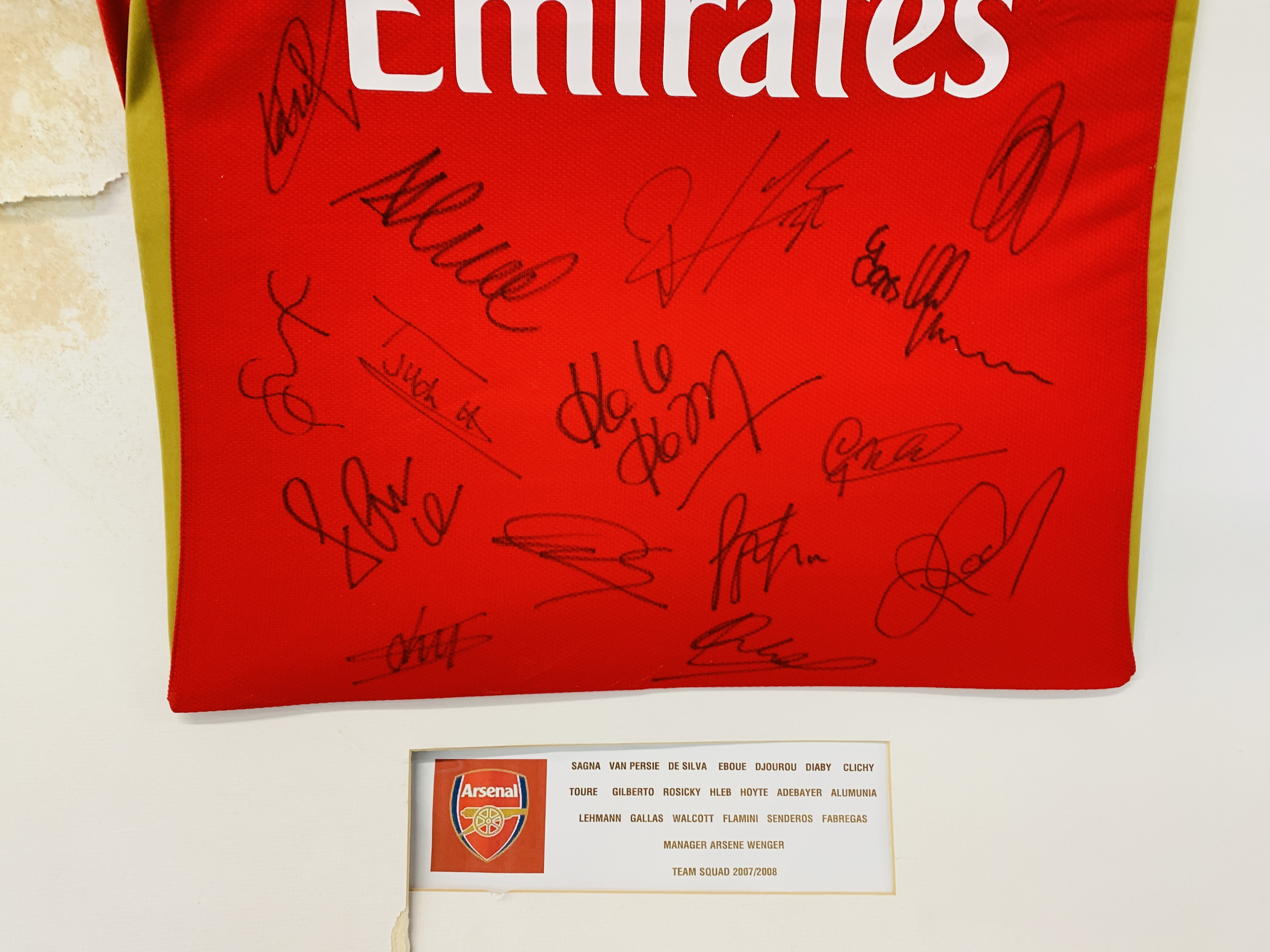 A MULTI SIGNED ARSENAL FOOTBALL SHIRT TEAM SQUAD 2007 / 2008 WITH CERTIFICATE AND FRAMED SIGNED - Image 13 of 13