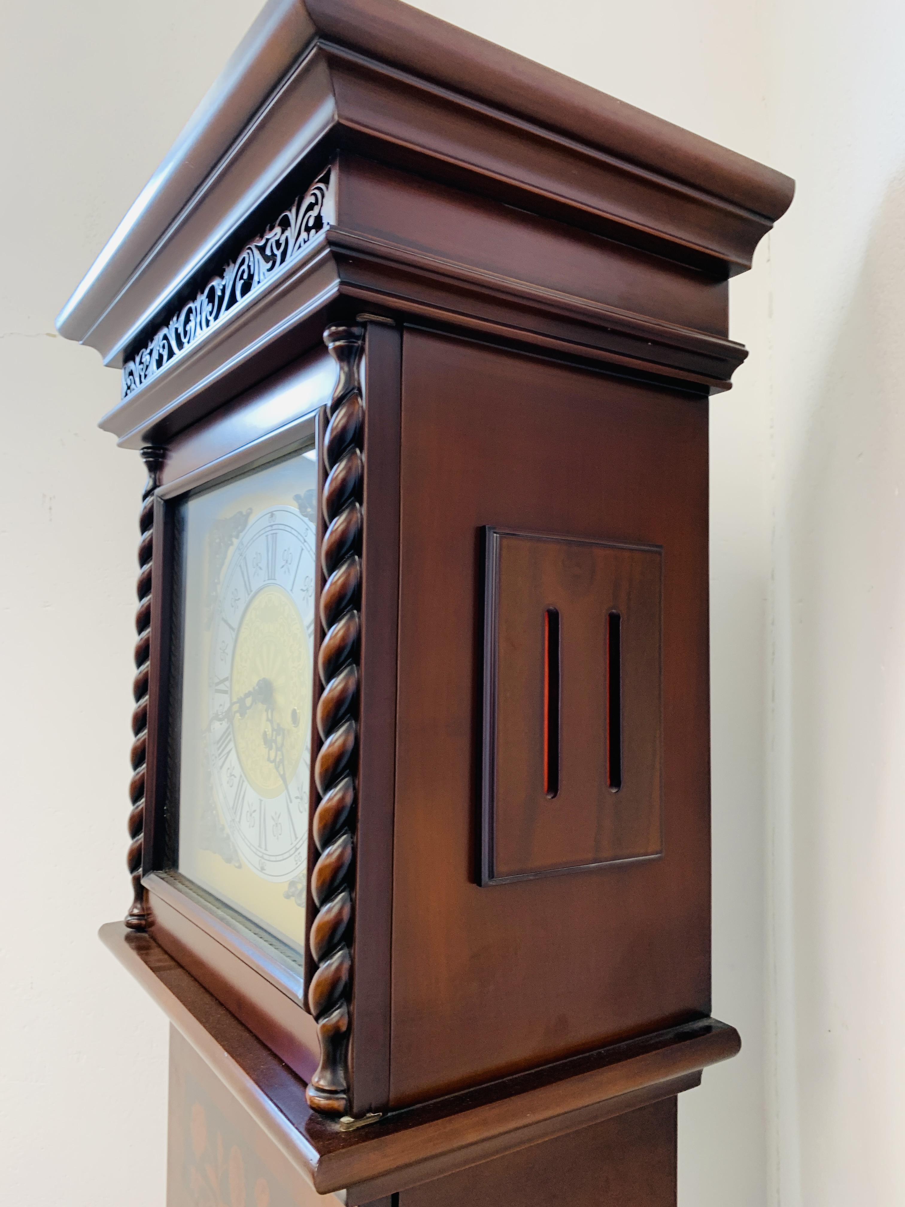 A GOOD QUALITY REPRODUCTION LONG CASE CLOCK - WESTMINSTER CHIME - SOLD AS SEEN - Image 10 of 19