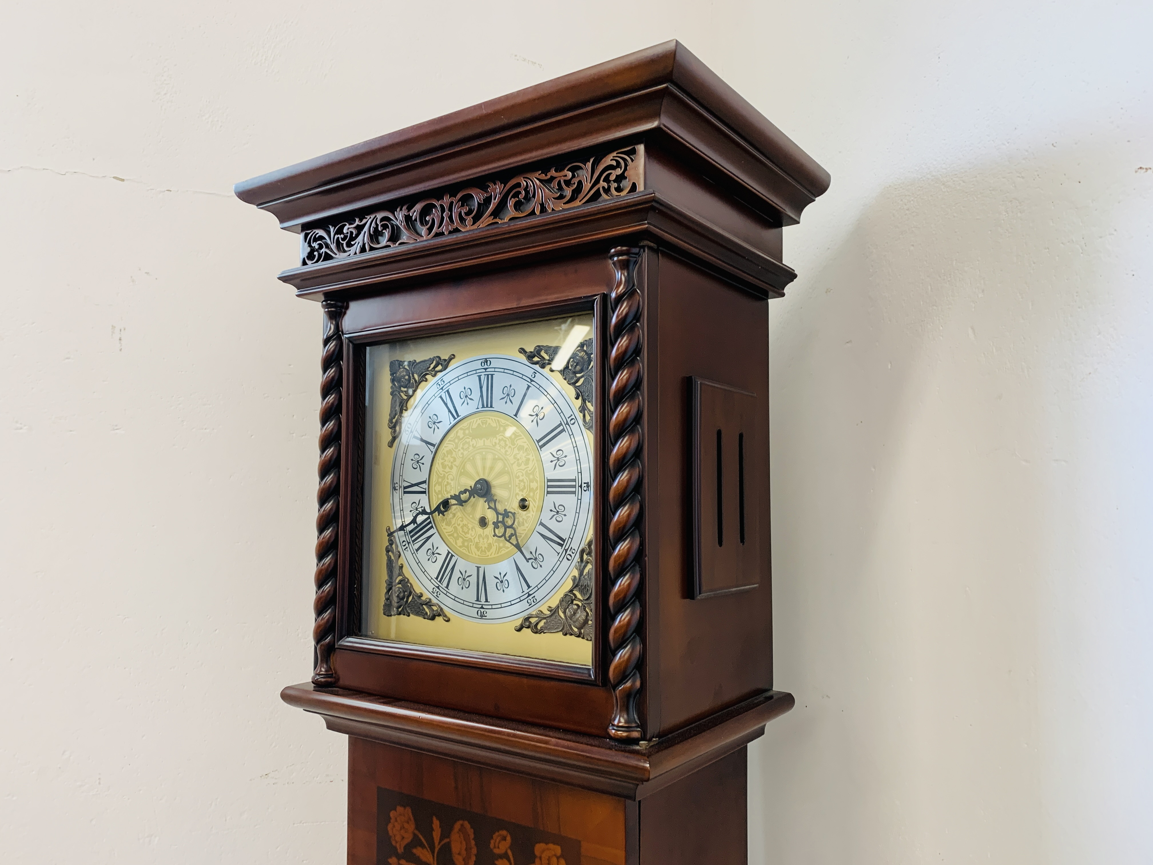 A GOOD QUALITY REPRODUCTION LONG CASE CLOCK - WESTMINSTER CHIME - SOLD AS SEEN - Image 4 of 19
