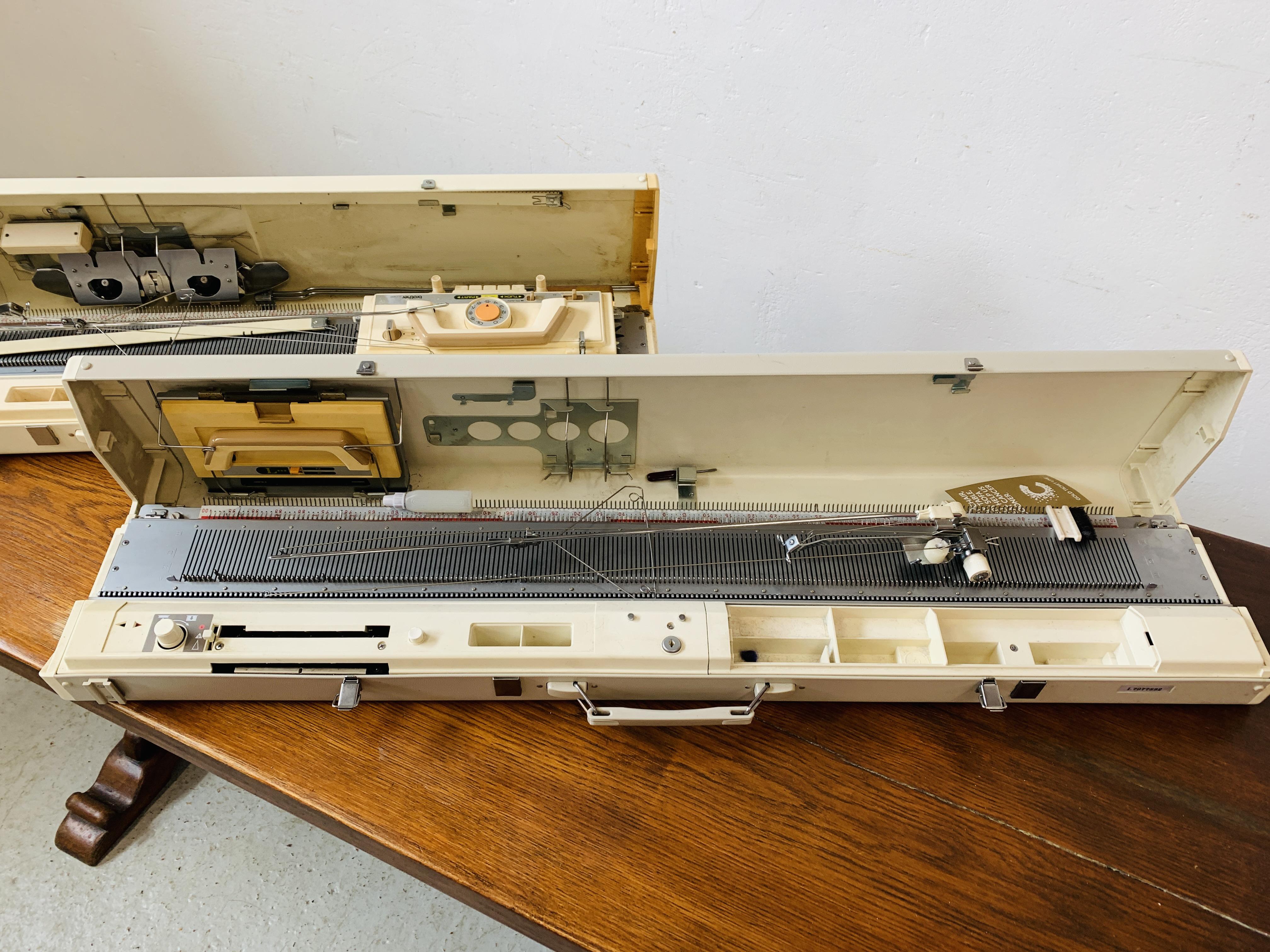BROTHER KNITTING MACHINE KH - 830 + BROTHER KNITTING MACHINE KH - 890. - Image 2 of 7