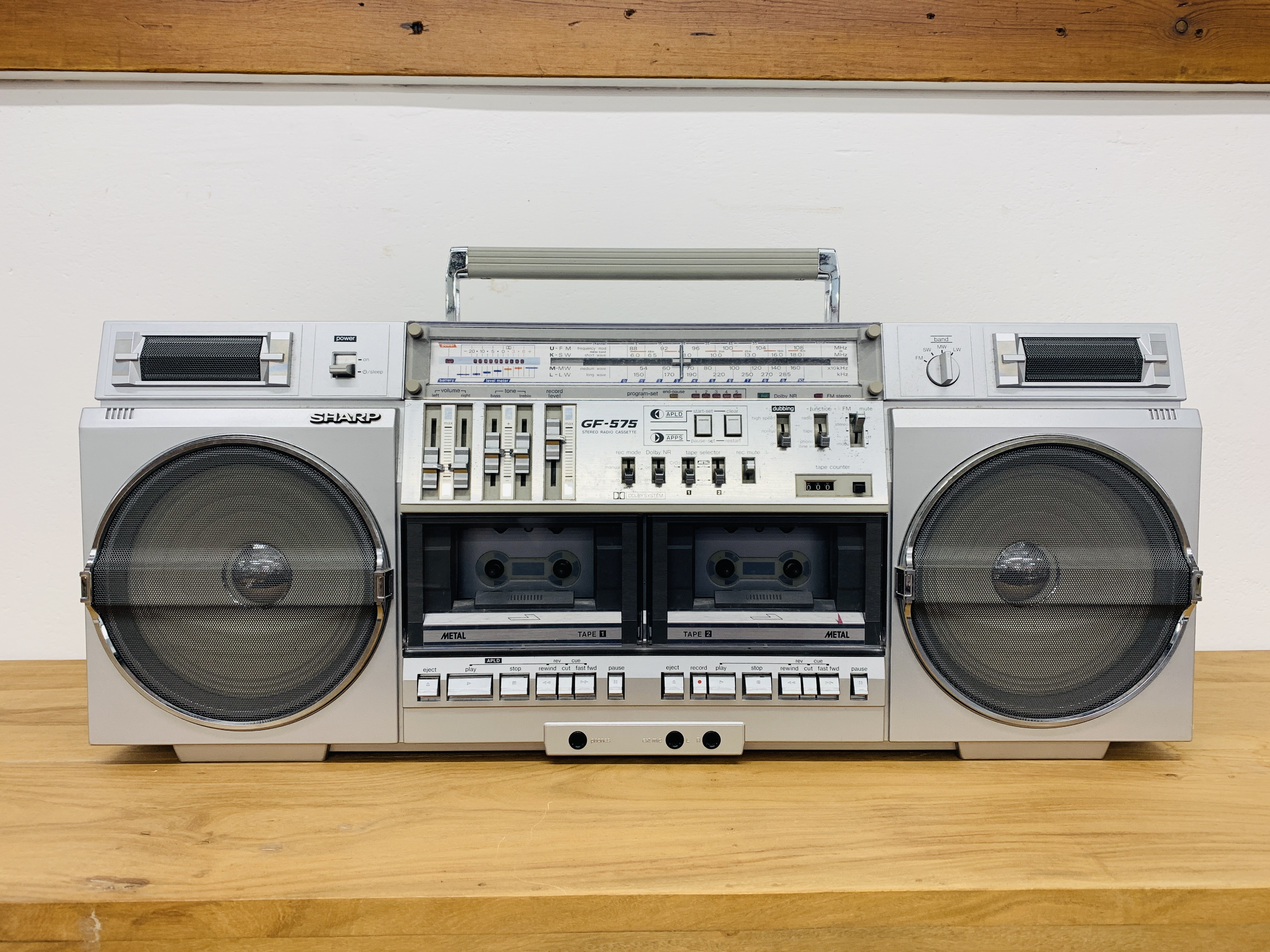 SHARP DELUXE FH / SW / MW / LW 4 BAND STEREO RADIO CASSETTE TAPE RECORDER GF- 575E WITH ORIGINAL - Image 2 of 8