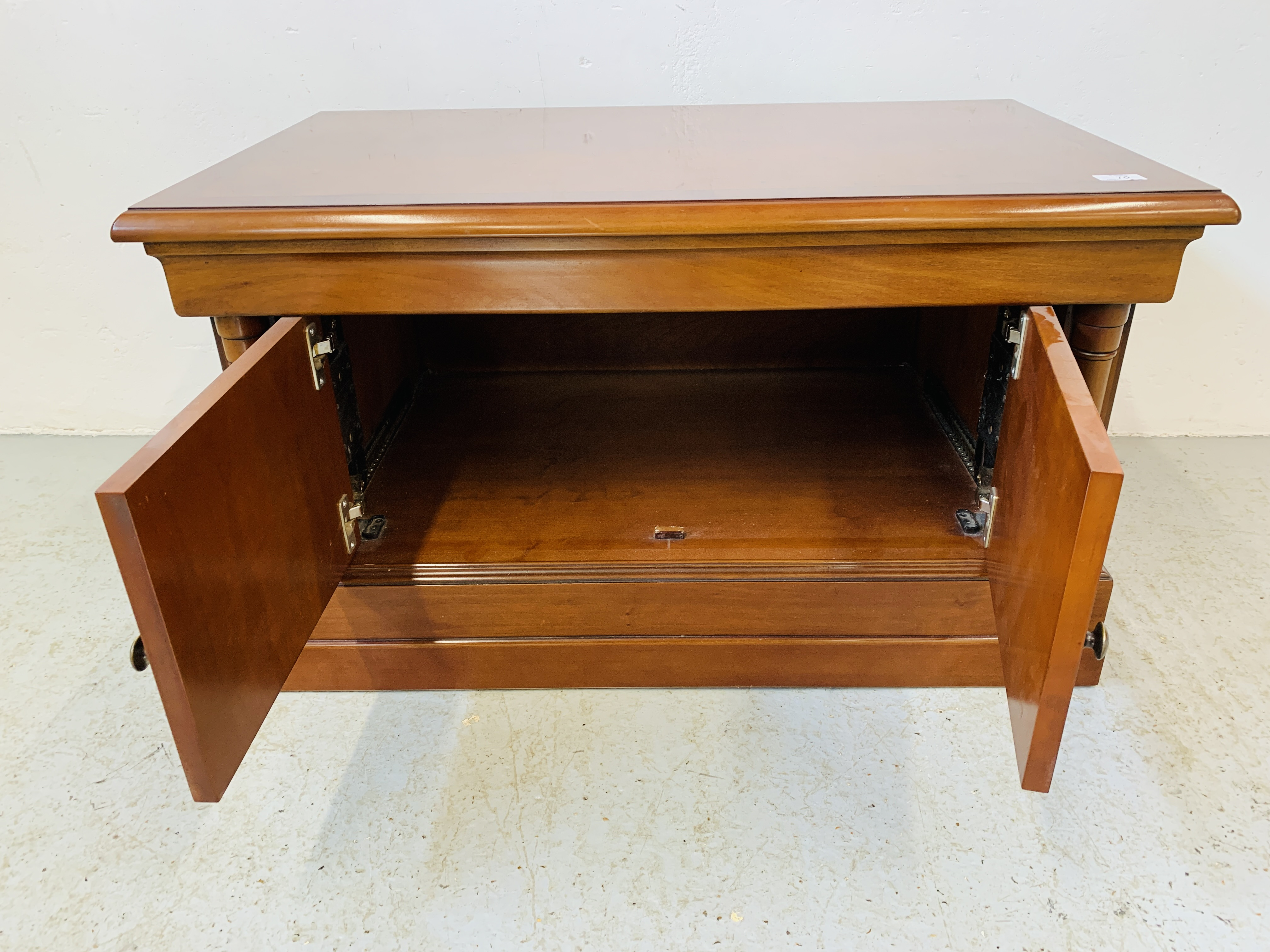 A MODERN CHERRYWOOD FINISH TELEVISION STAND - Image 4 of 7