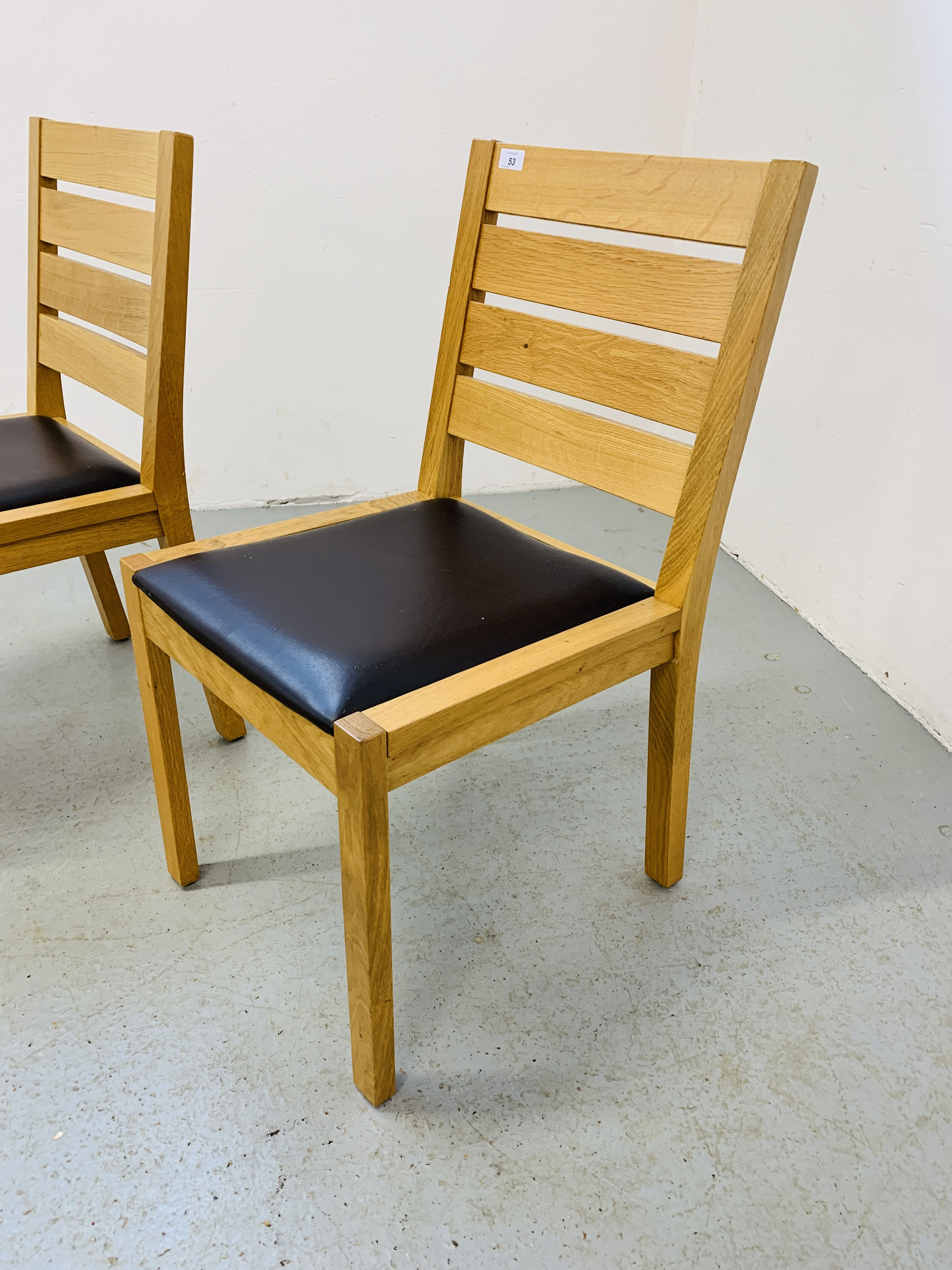 A PAIR OF LIGHT OAK MODERN SIDE CHAIRS - Image 3 of 9
