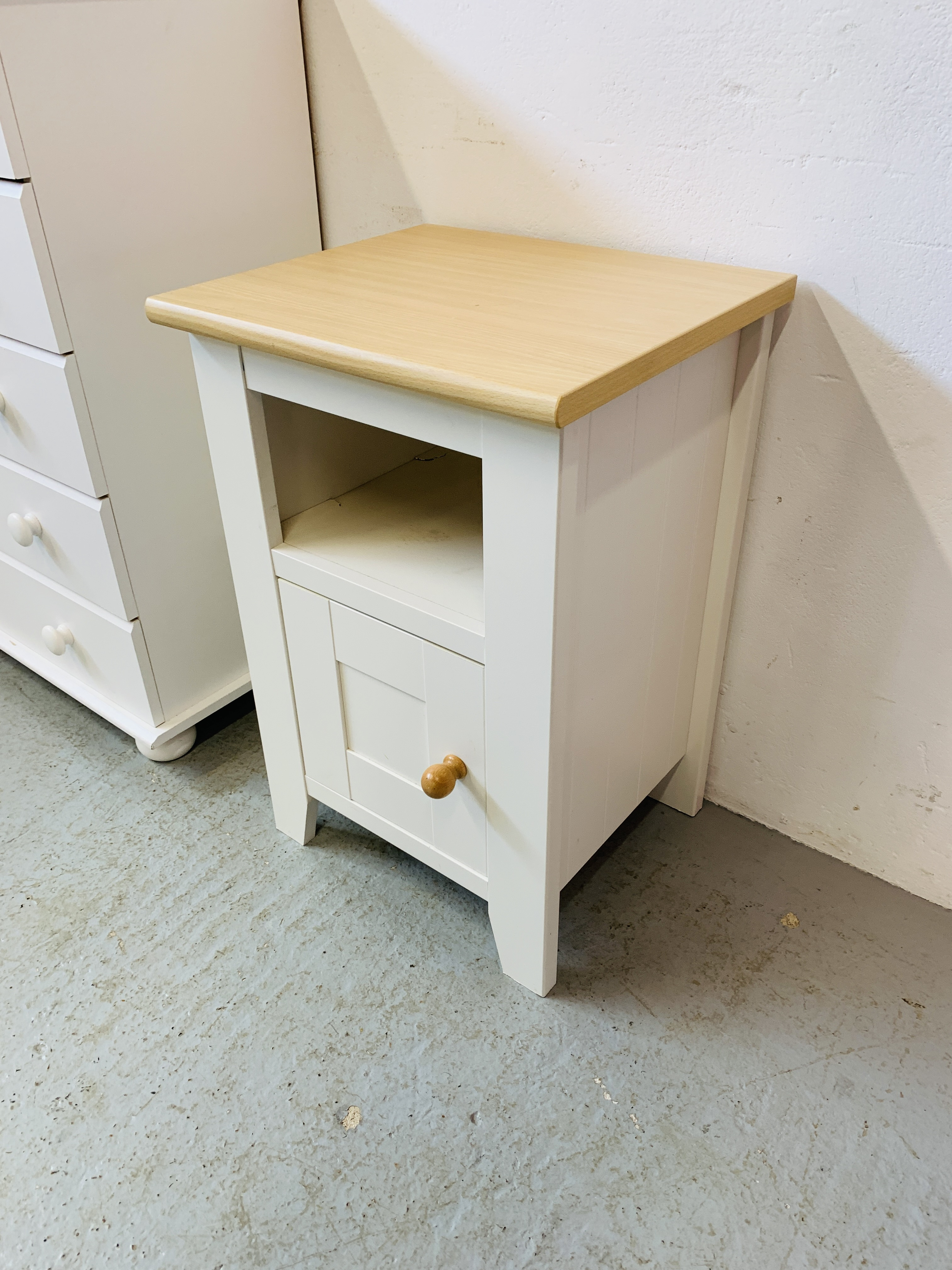 A MODERN WHITE FINISH TWO OVER FOUR CHEST OF DRAWERS - W 78CM. H 90CM. D 40CM. - Image 2 of 9
