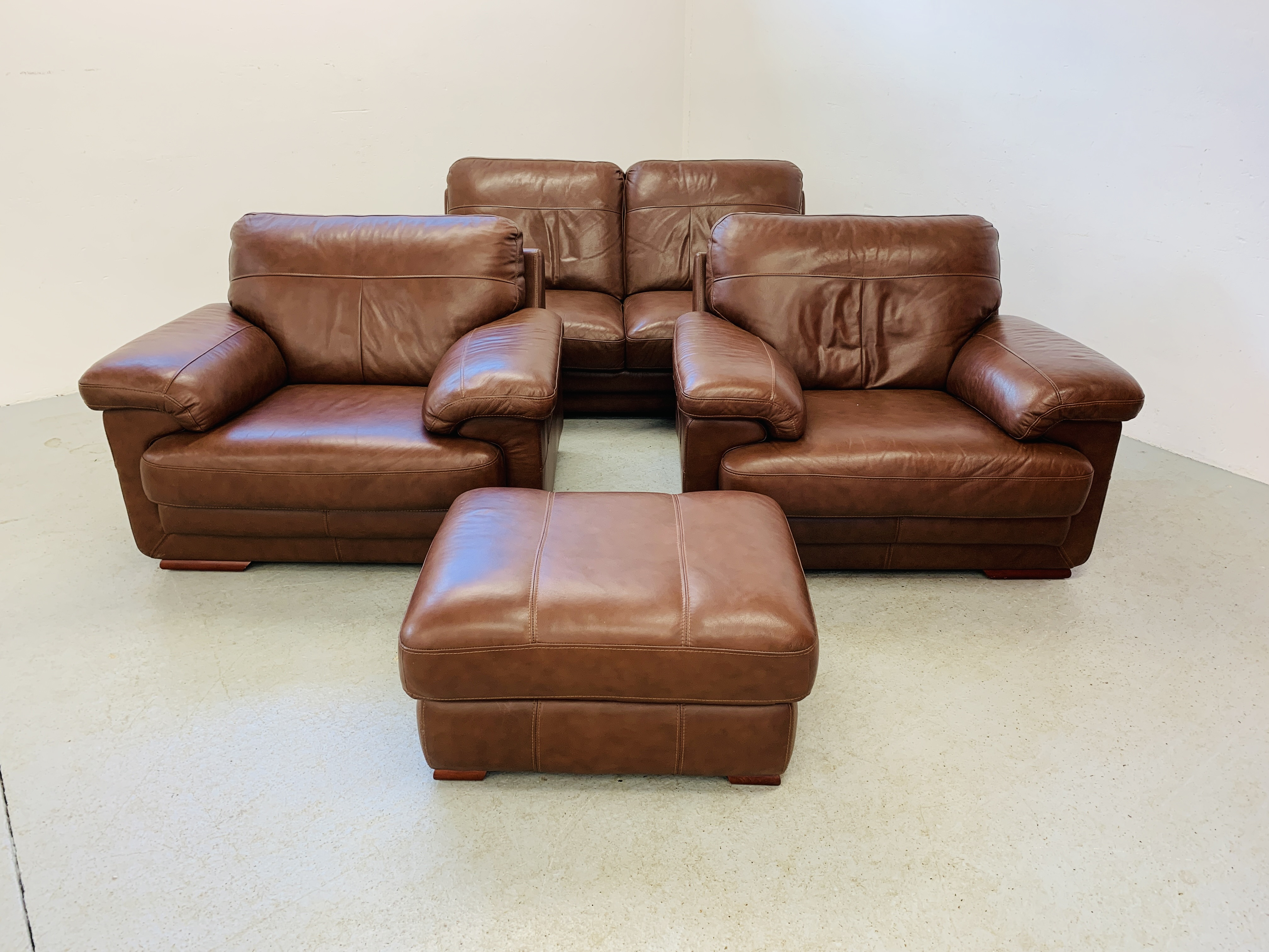 A GOOD QUALITY TAN LEATHER THREE PIECE LOUNGE SUITE WITH MATCHING POUFFE
