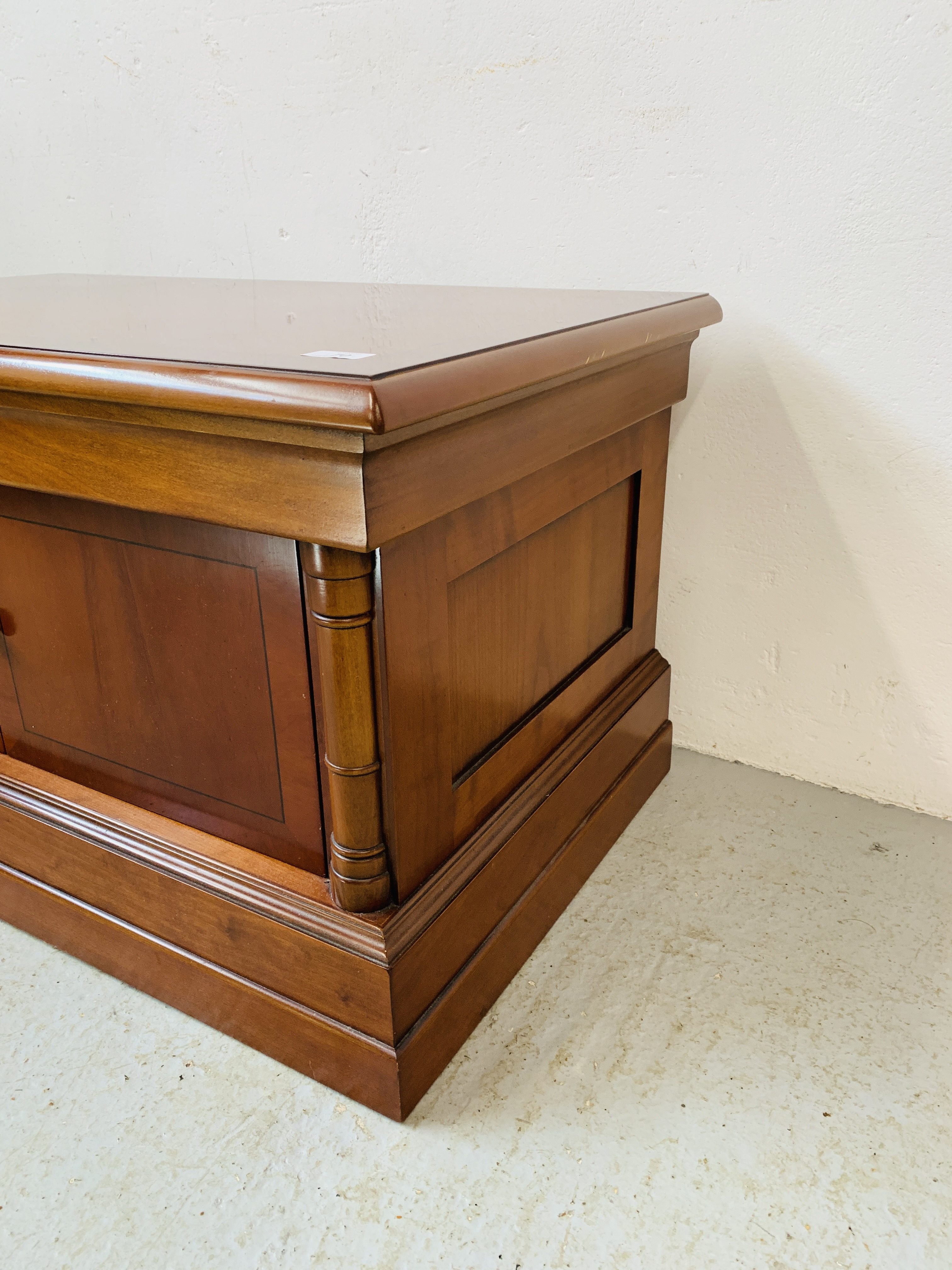 A MODERN CHERRYWOOD FINISH TELEVISION STAND - Image 6 of 7