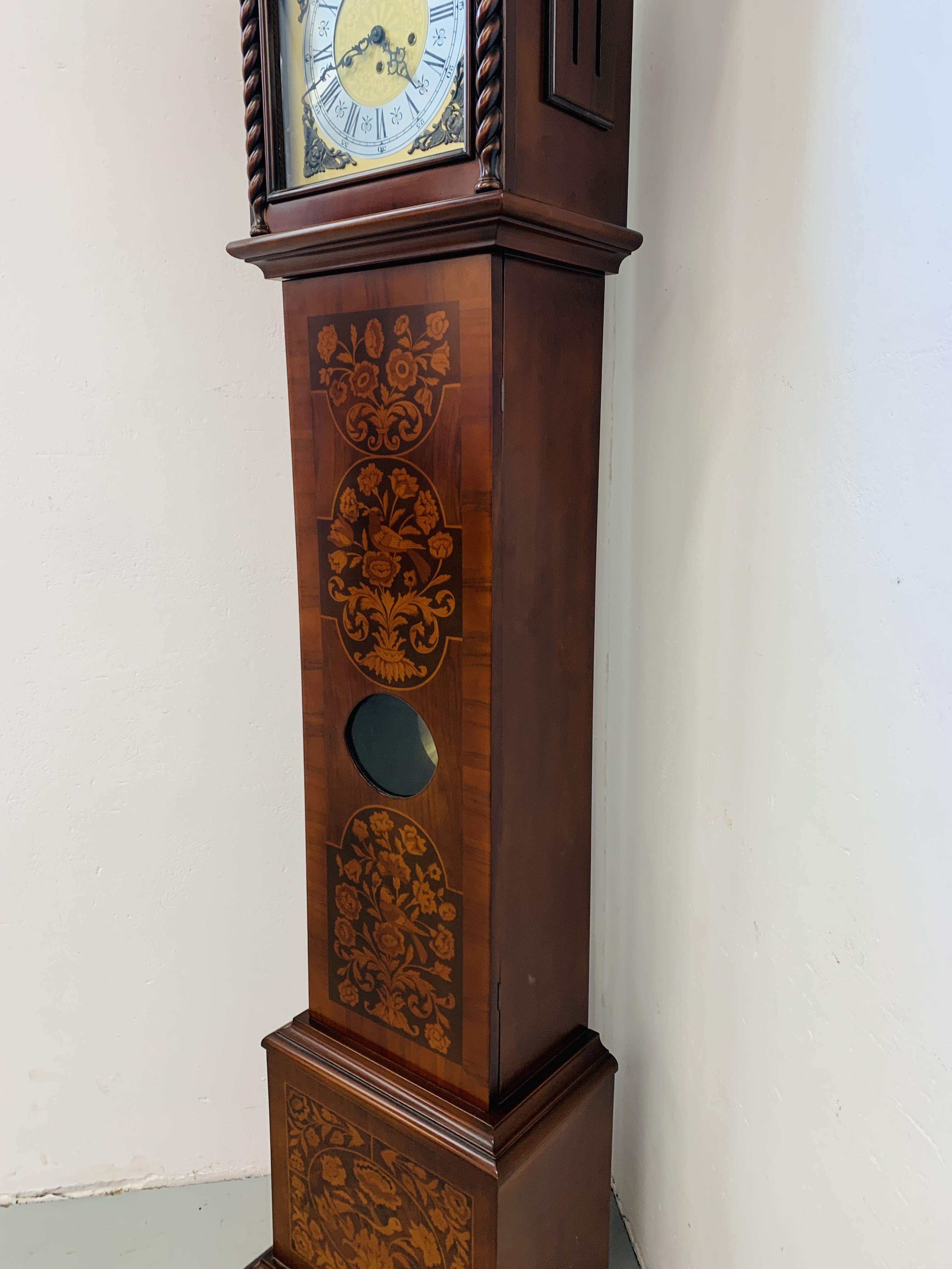 A GOOD QUALITY REPRODUCTION LONG CASE CLOCK - WESTMINSTER CHIME - SOLD AS SEEN - Image 9 of 19