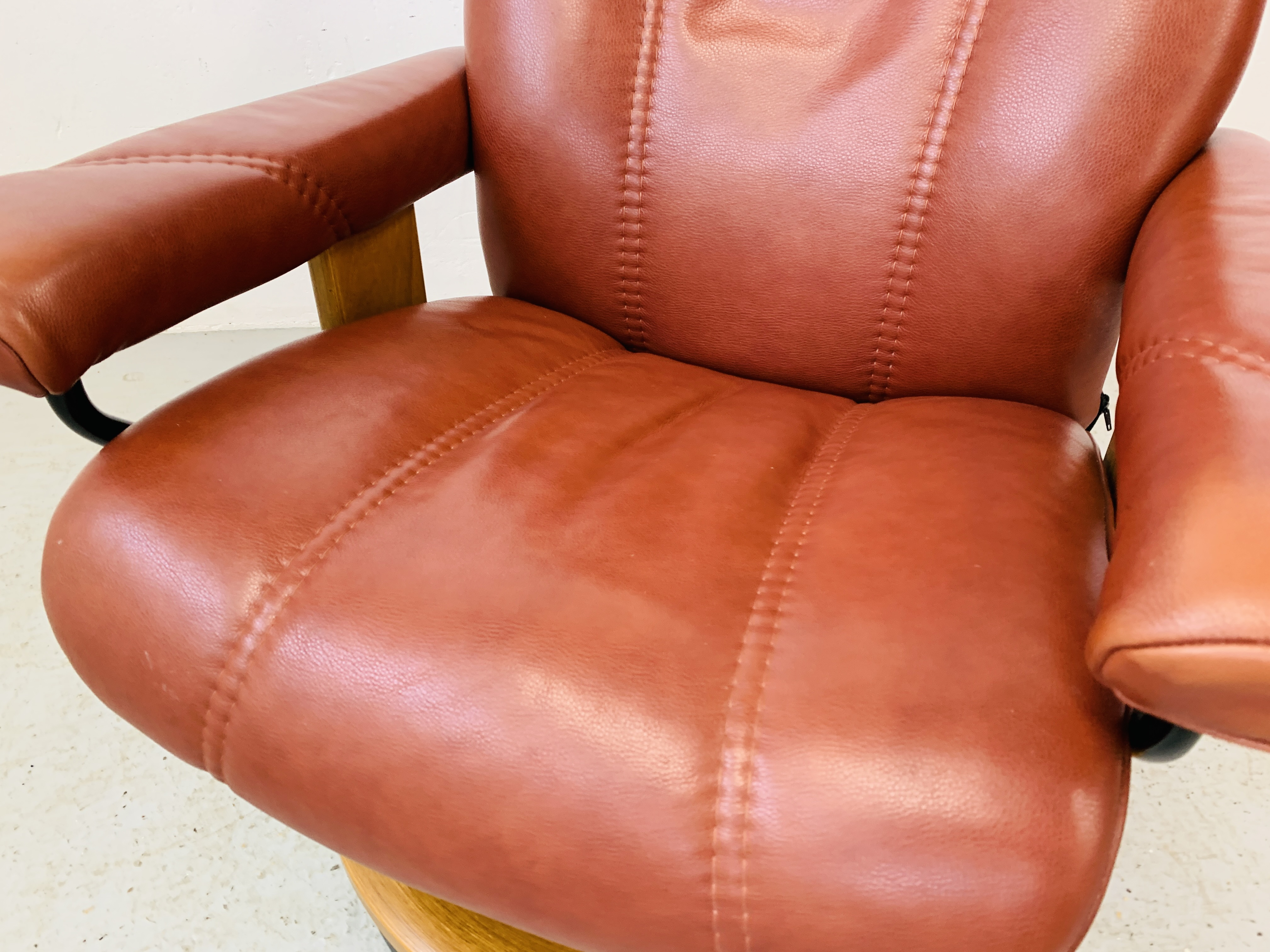 A STRESSLESS TAN LEATHER RELAXER CHAIR - Image 7 of 10