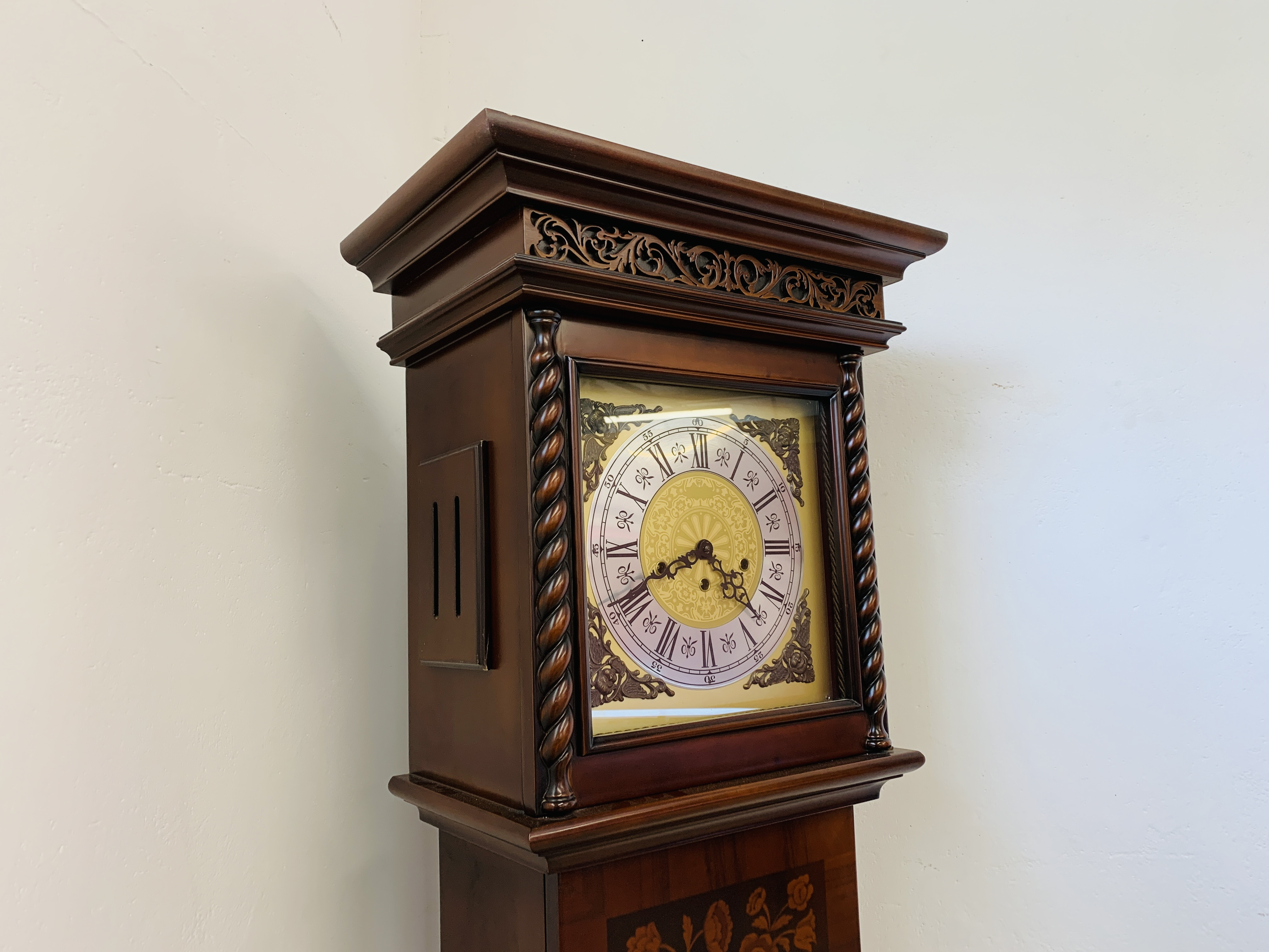 A GOOD QUALITY REPRODUCTION LONG CASE CLOCK - WESTMINSTER CHIME - SOLD AS SEEN - Image 5 of 19