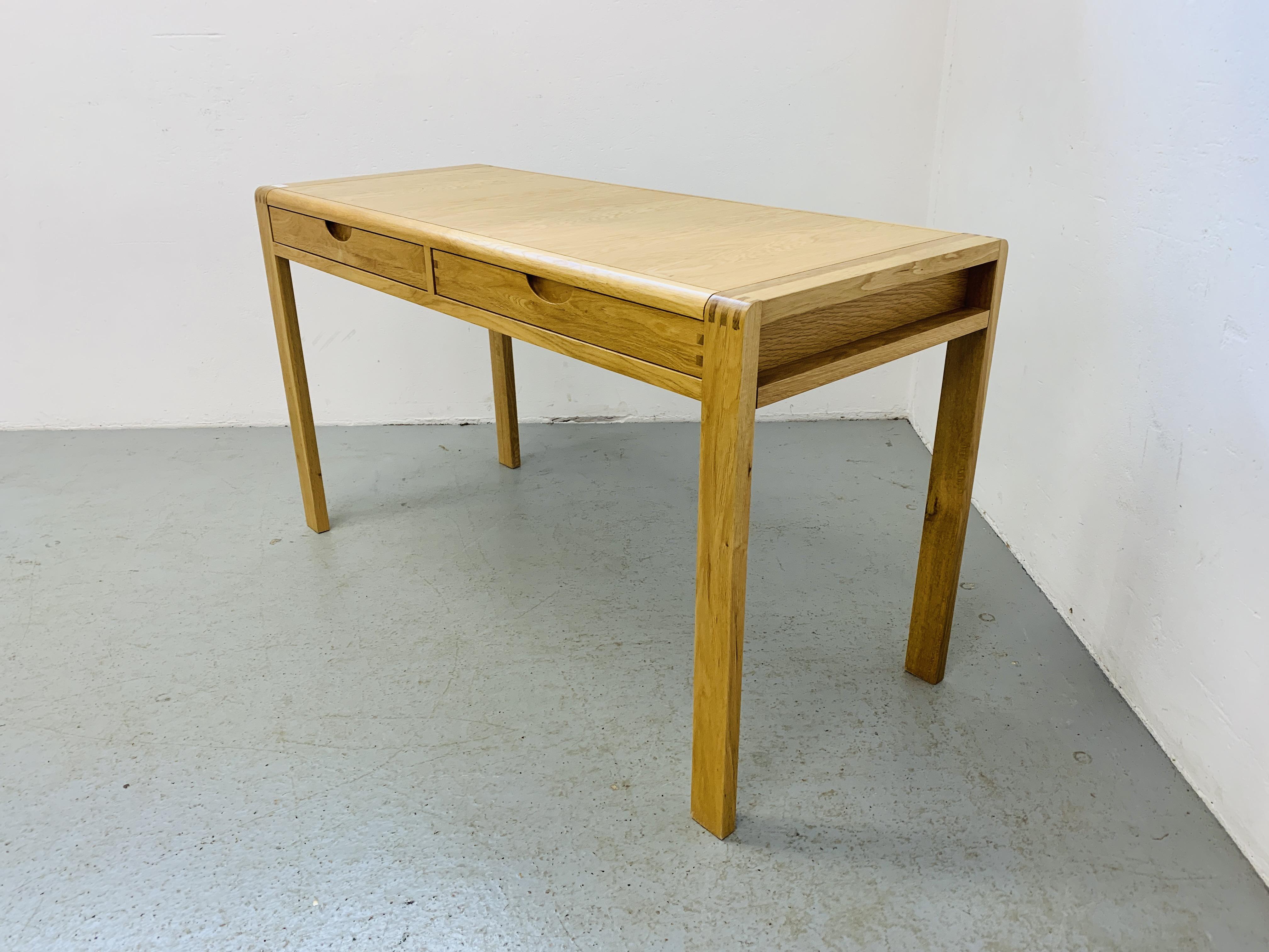 "AN ERCOL ""BOSCO"" OAK DESIGNER TWO DRAWER SIDE TABLE 130CM X 55CM - Image 3 of 5"