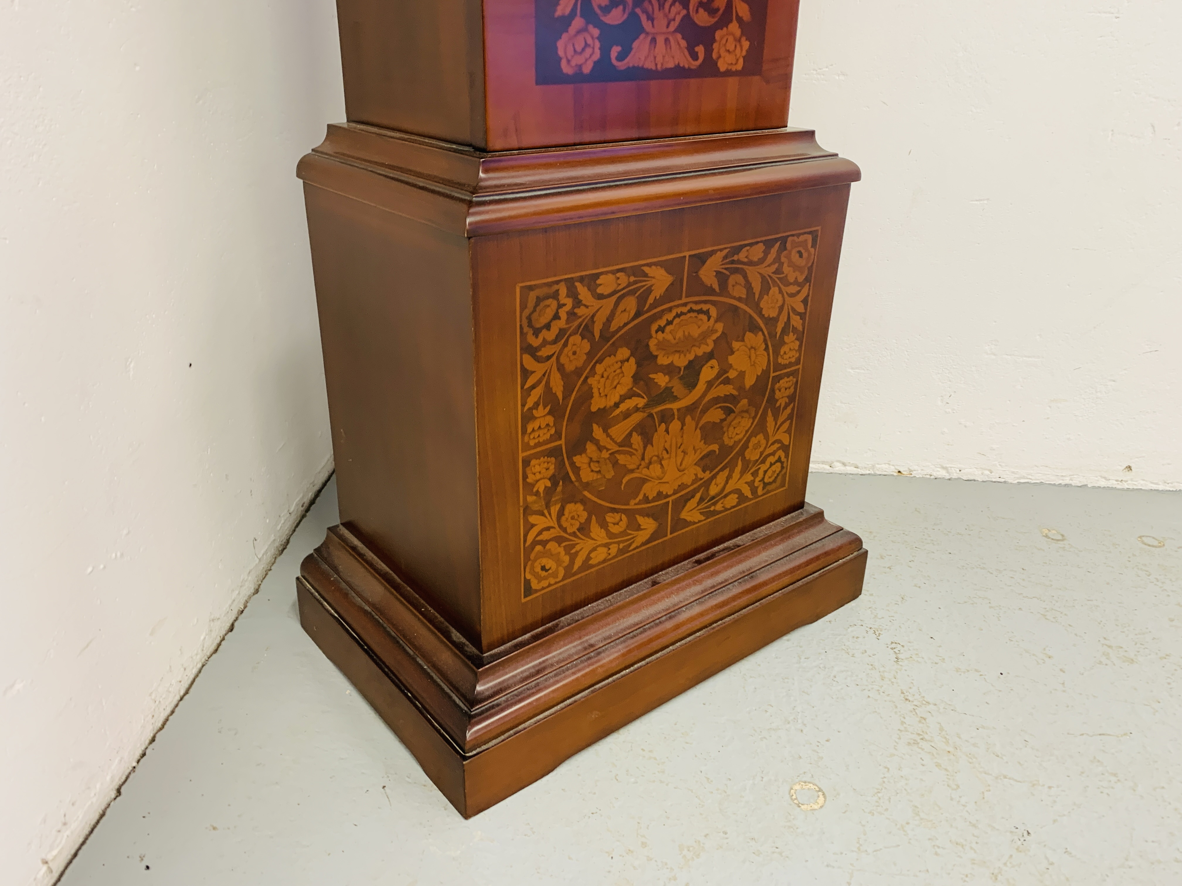 A GOOD QUALITY REPRODUCTION LONG CASE CLOCK - WESTMINSTER CHIME - SOLD AS SEEN - Image 7 of 19