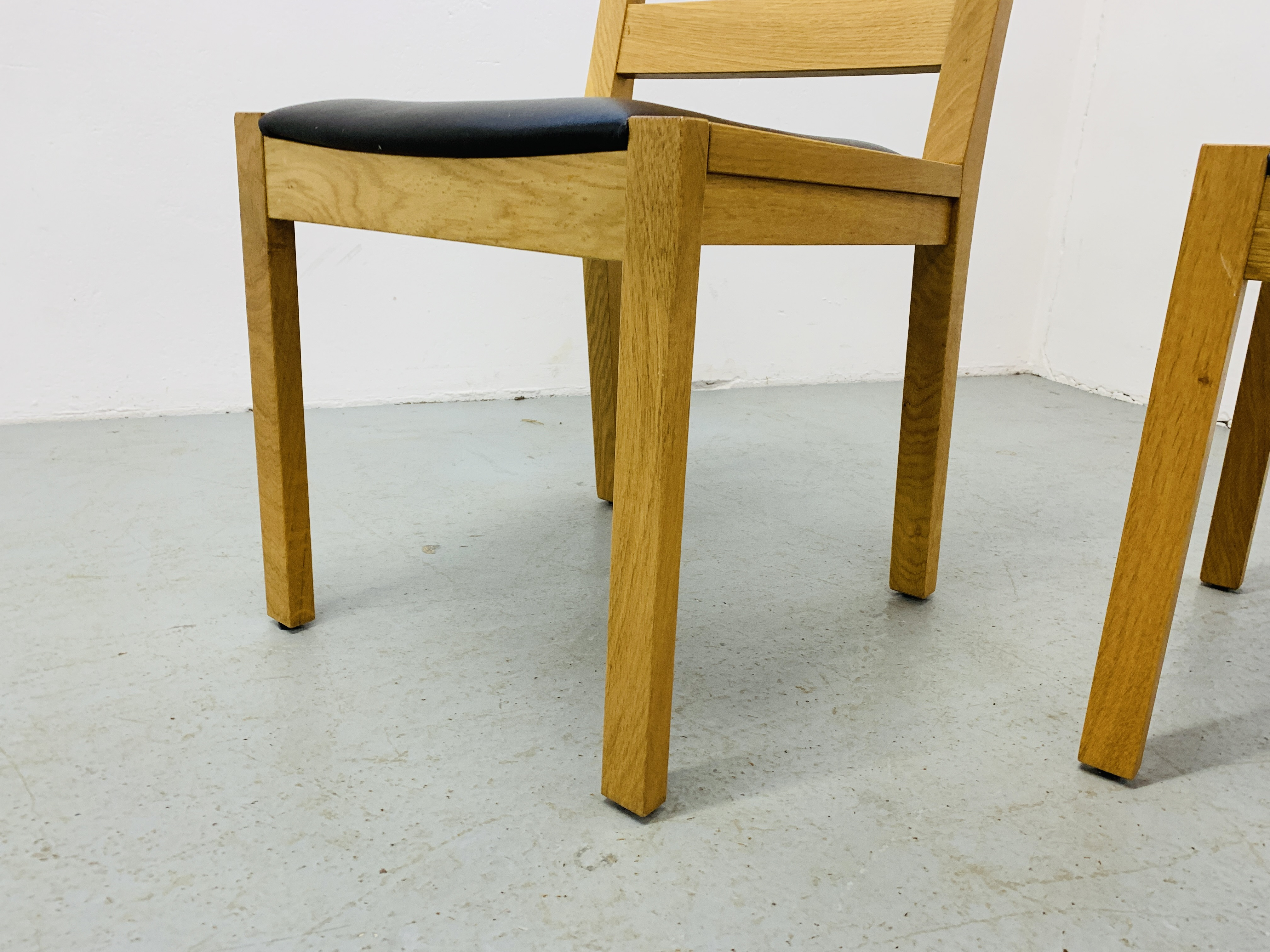 A PAIR OF LIGHT OAK MODERN SIDE CHAIRS - Image 8 of 9